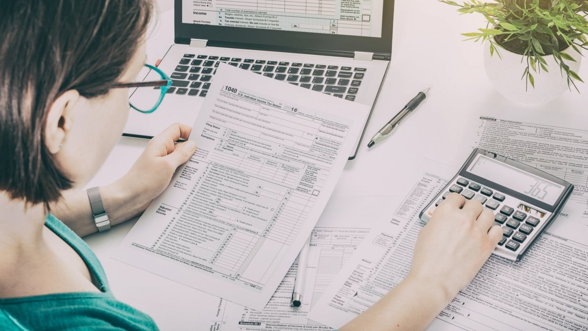 Hiring Someone to Do Your Taxes? Here's What You Need to Know