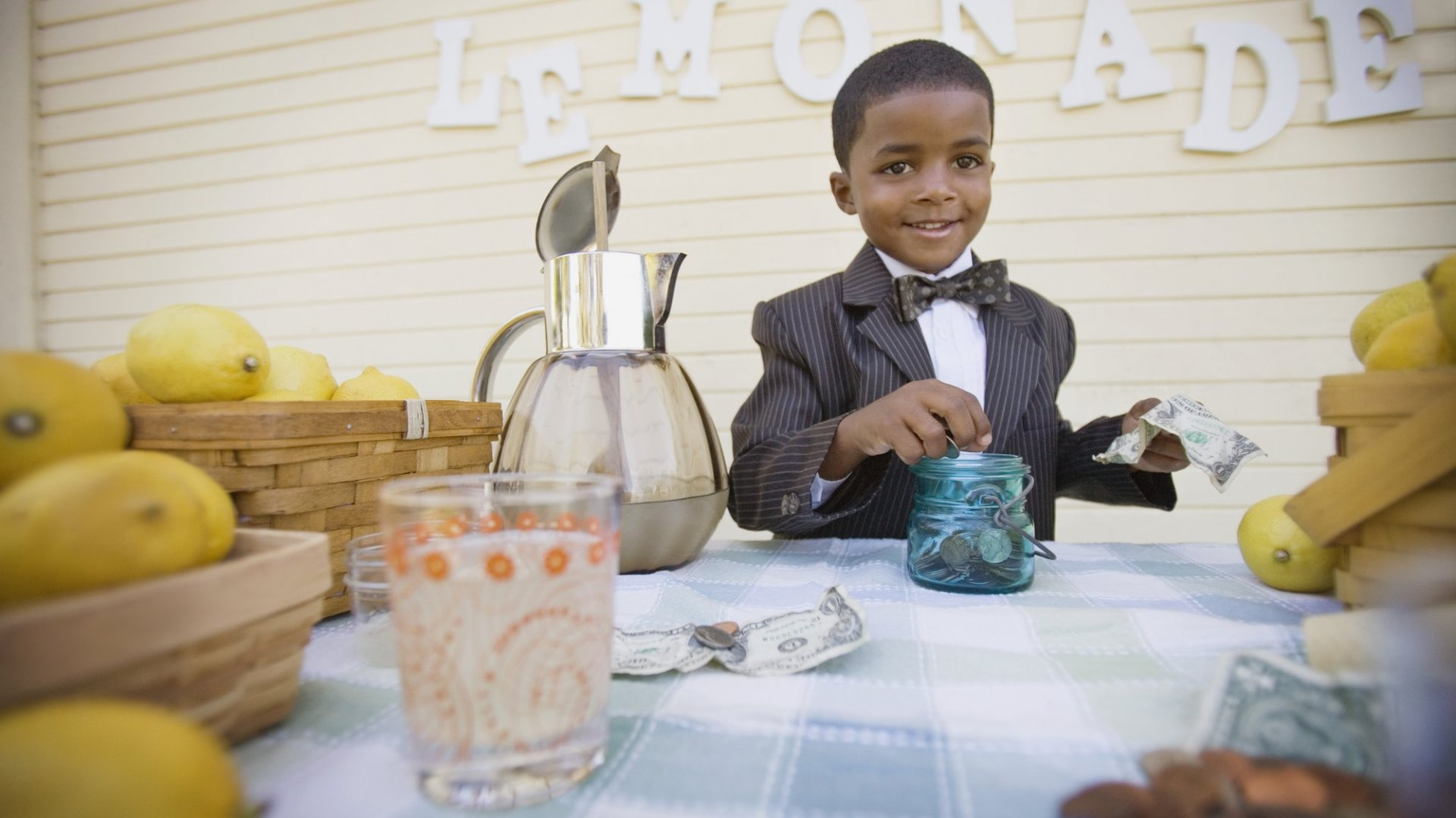 5 Simple Sales Lessons From a Lemonade Stand