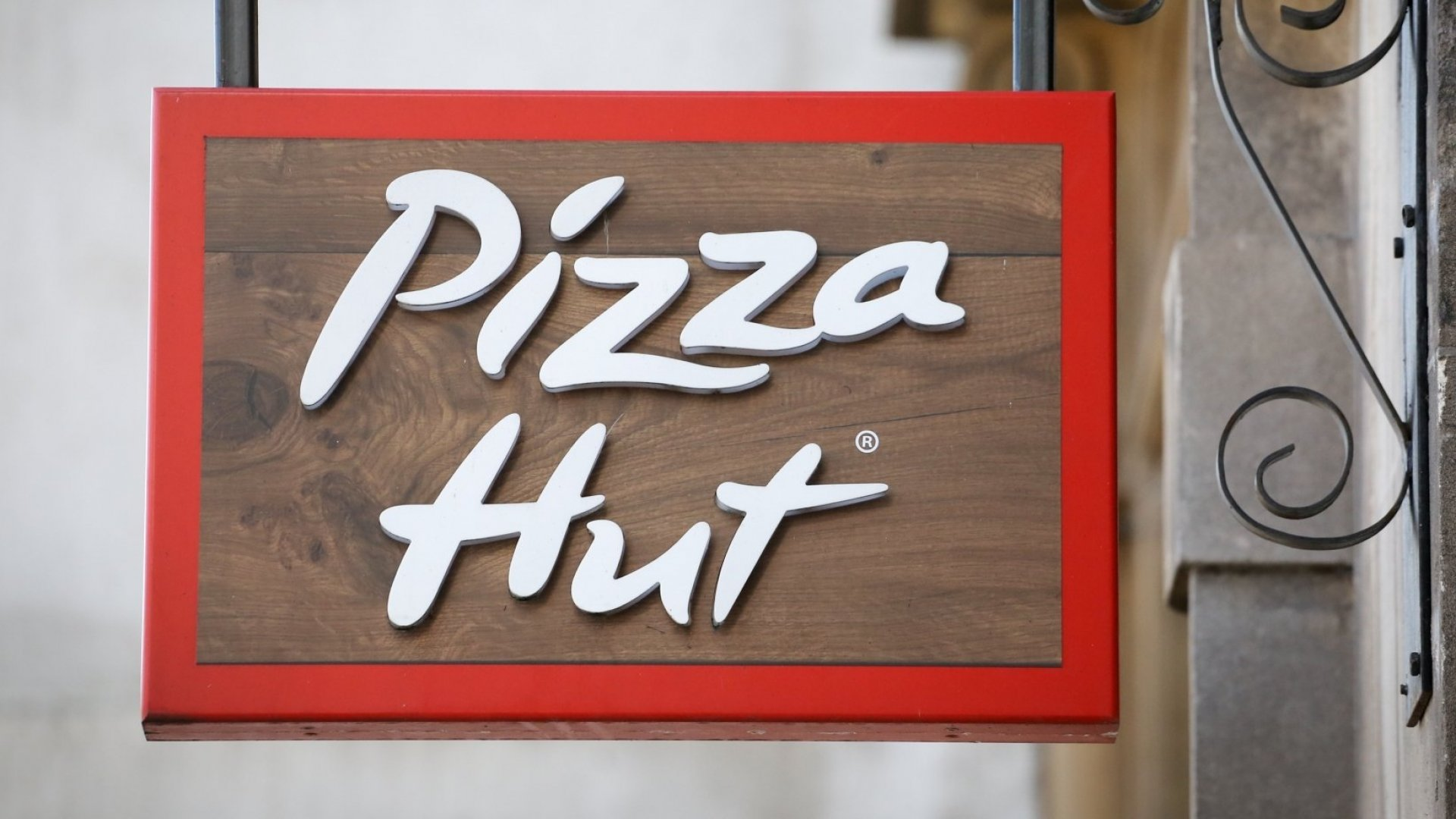 Pizza Hut Just Admitted to a Huge Failure. It's Something So Simple, But Not Everyone Can Do It Well (and So Many Companies Do It Badly)