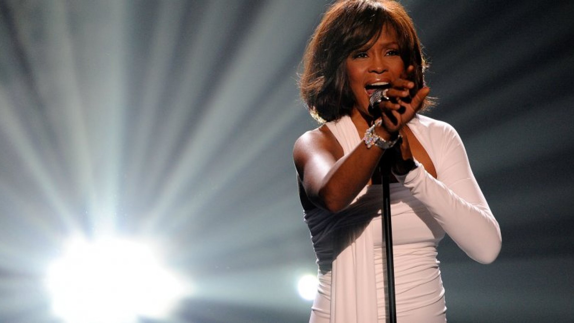 Singer Whitney Houston accepts the Winner of International - Favorite Artist Award onstage at the 2009 American Music Awards at Nokia Theatre L.A. Live on November 22, 2009 in Los Angeles, California.  (Photo by Kevork Djansezian/Getty Images)