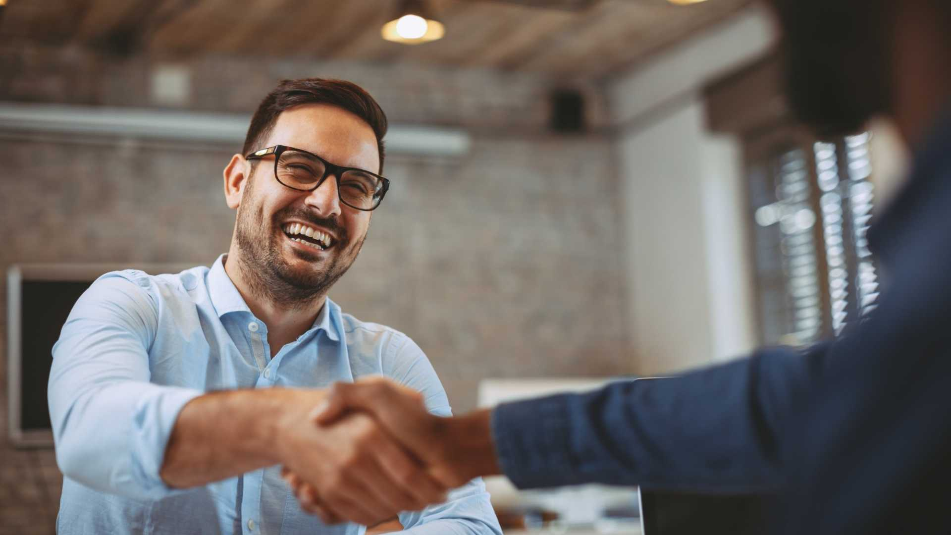 How to Be Confident (Not Arrogant) and Win Over New Clients
