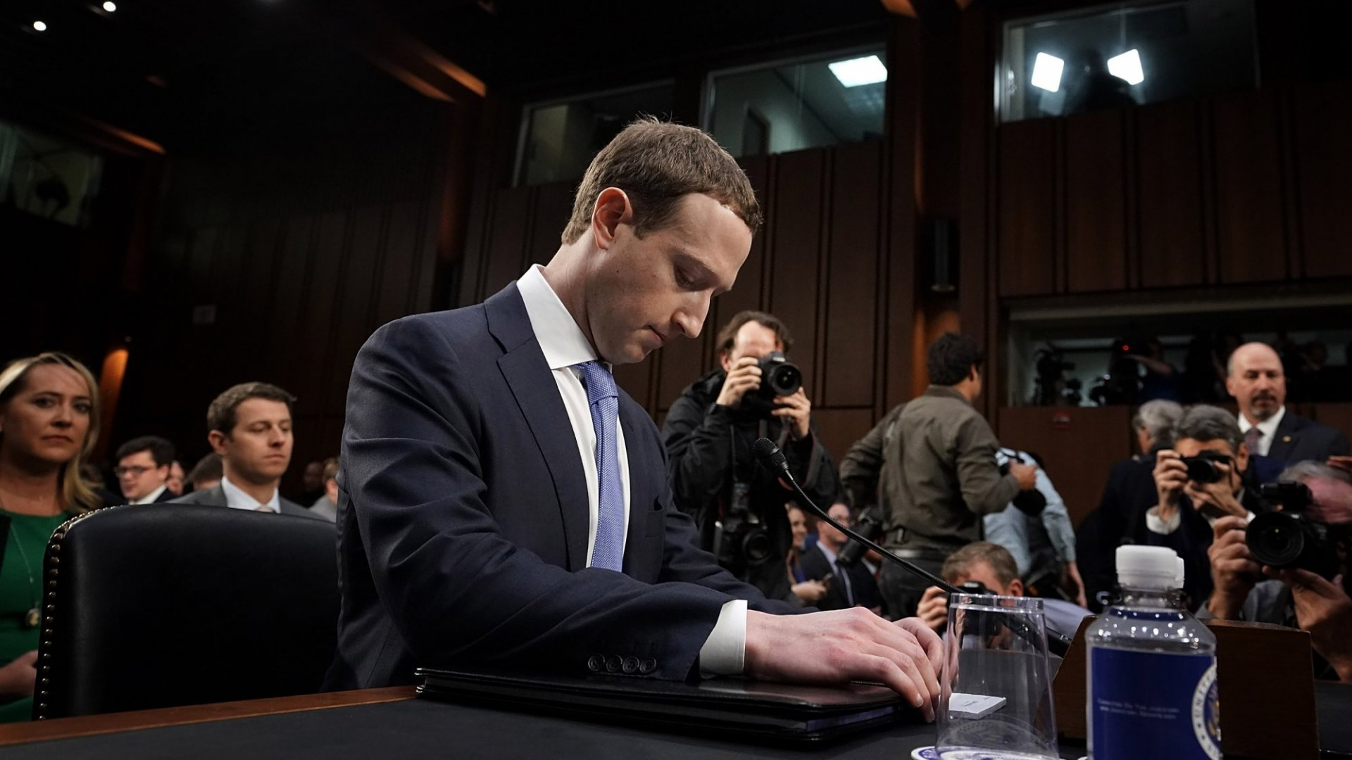 Senator Challenges Mark Zuckerberg to Sell WhatsApp and Instagram in a Push to Break up Big Tech