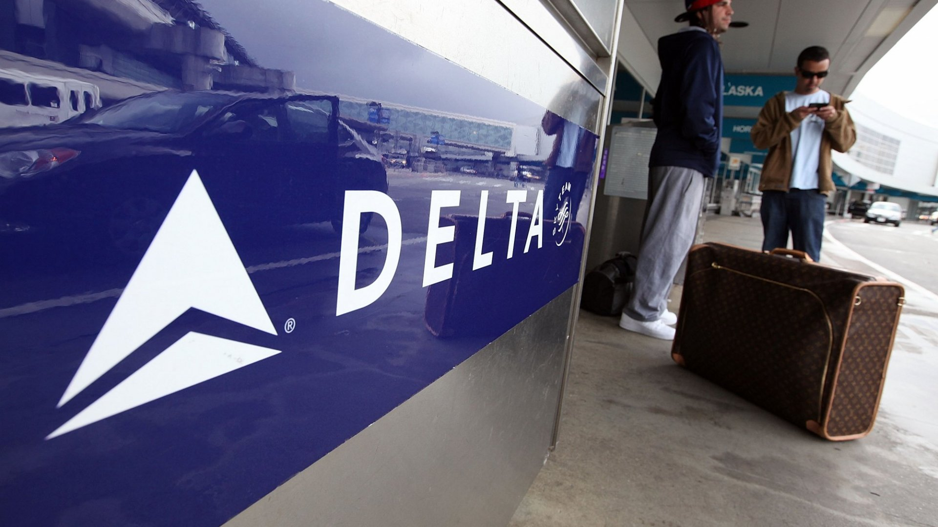 Here's the Surprising Way Delta Passengers Are Making Money When Delta Air Lines Loses Luggage