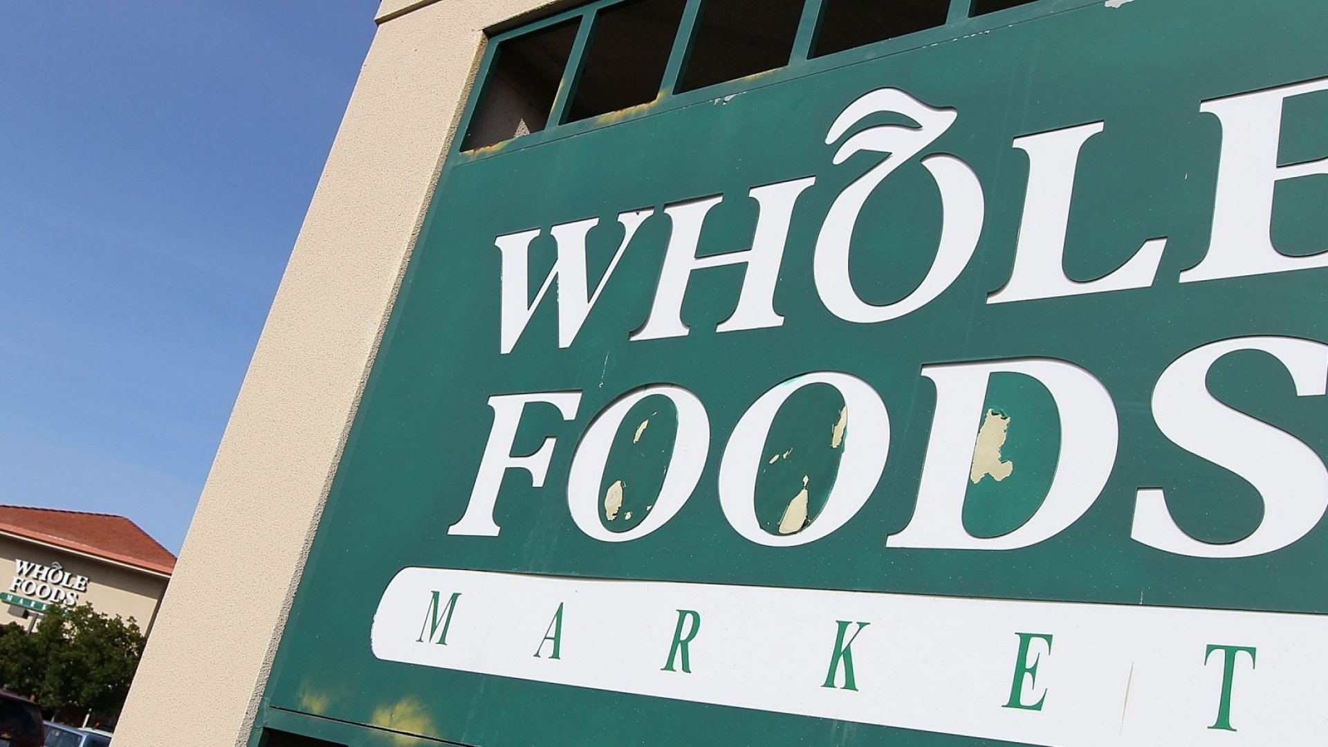 Whole Foods Shares Drop on Lower Earnings, Sales