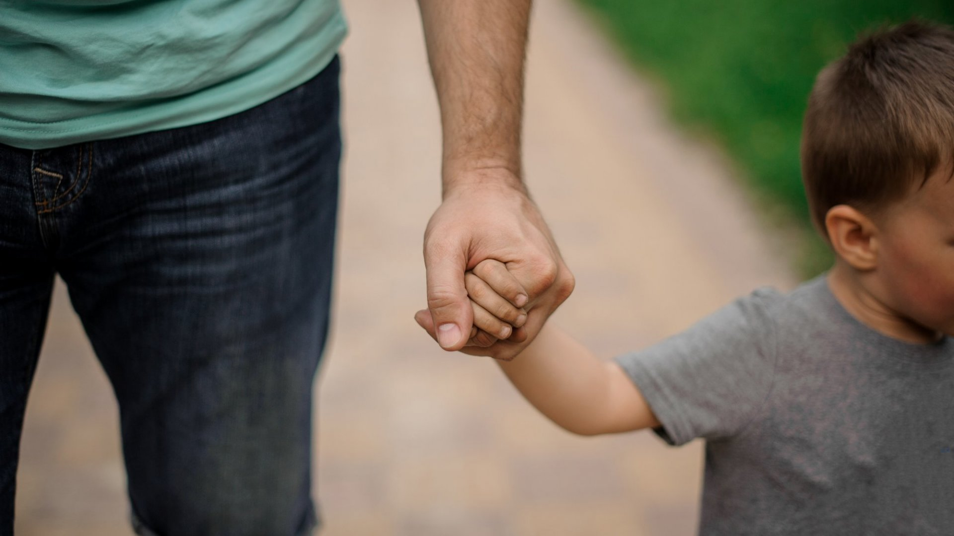 New Harvard Study Says Parents Can Give Their Kids a Lifetime of Happiness By Doing This 1 Thing