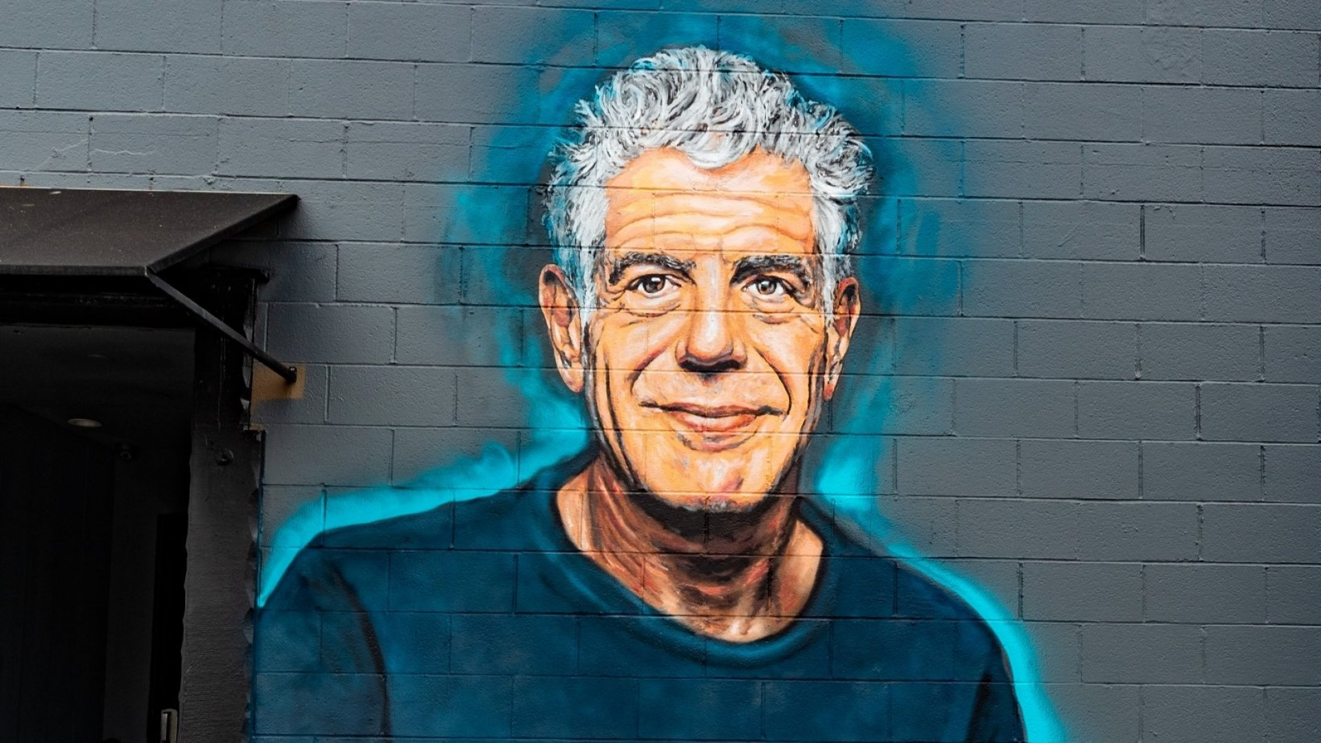 A mural of Anthony Bourdain in Santa Monica, California, by Jonas Never.