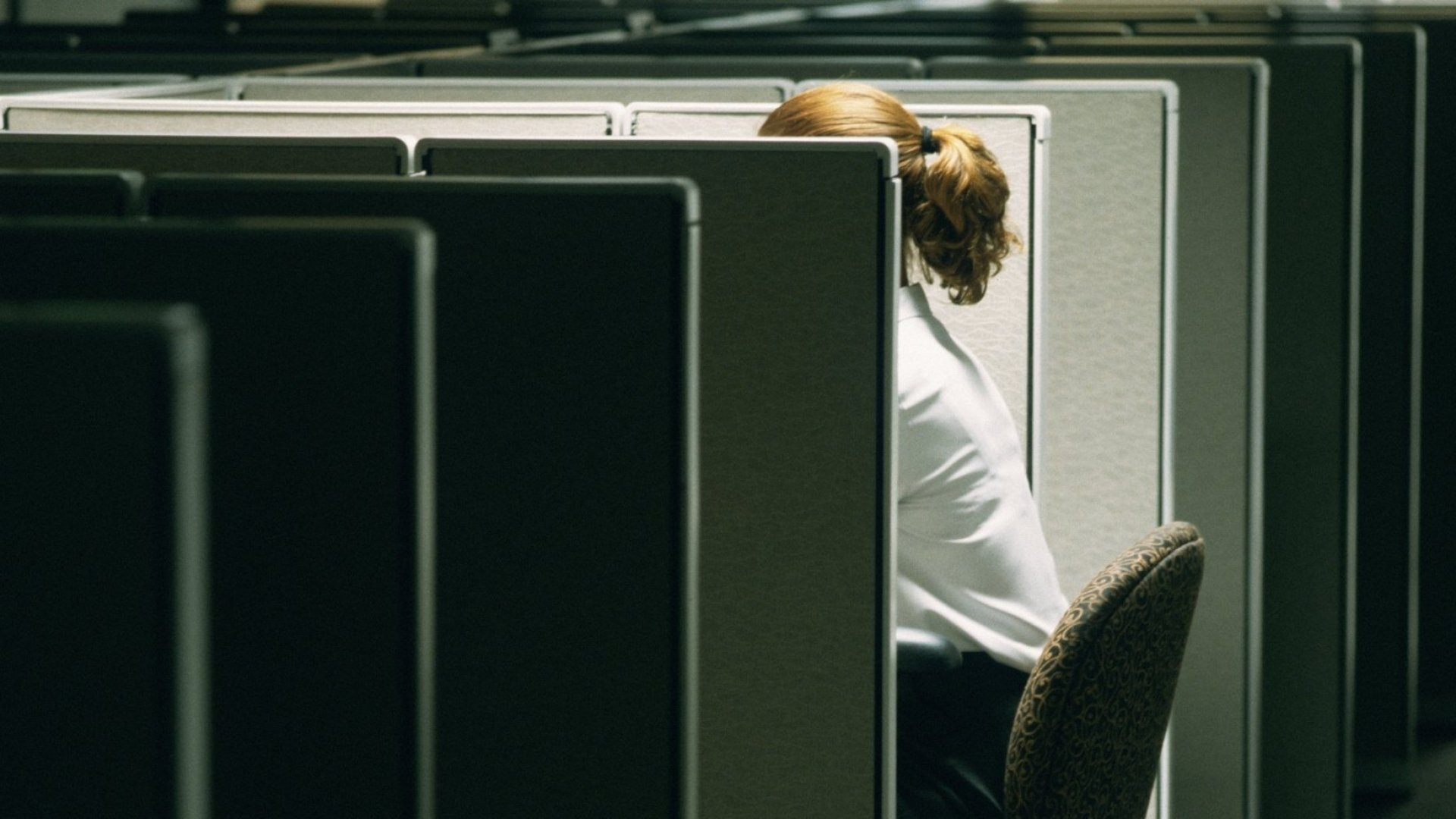 23 Signs Nobody in Your Office Trusts You