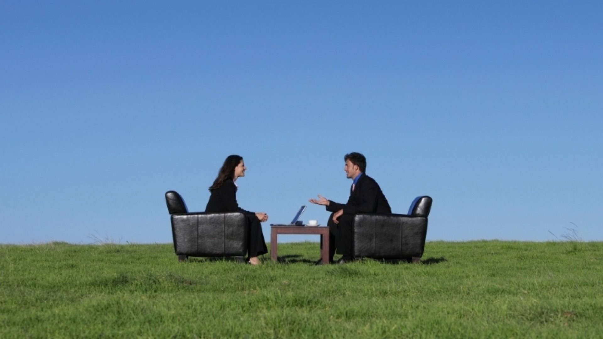 3 Things Everyone Should Do in the First 5 Minutes of an Interview