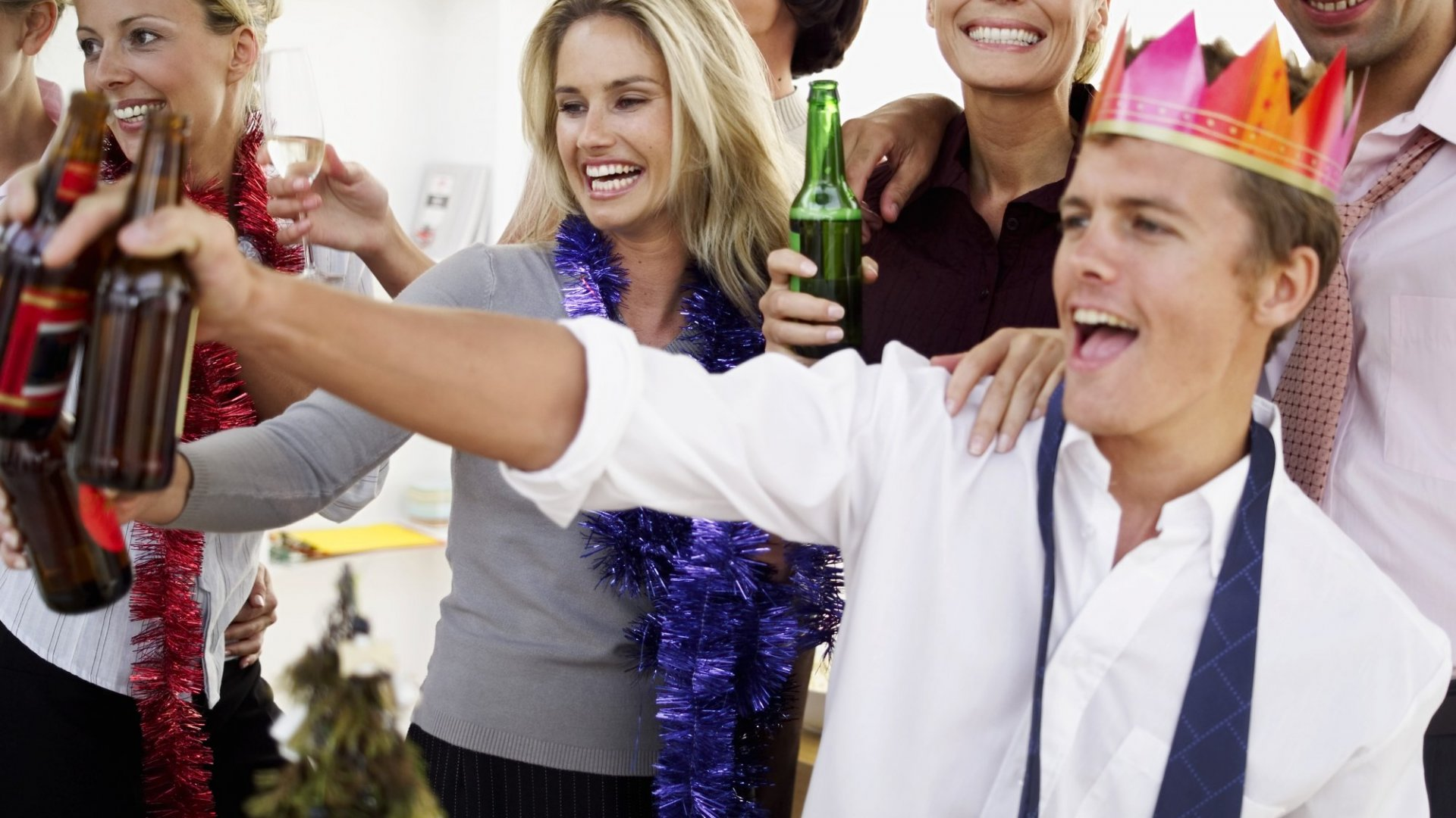 25 Bad Holiday Party Behaviors That Everyone Should Avoid