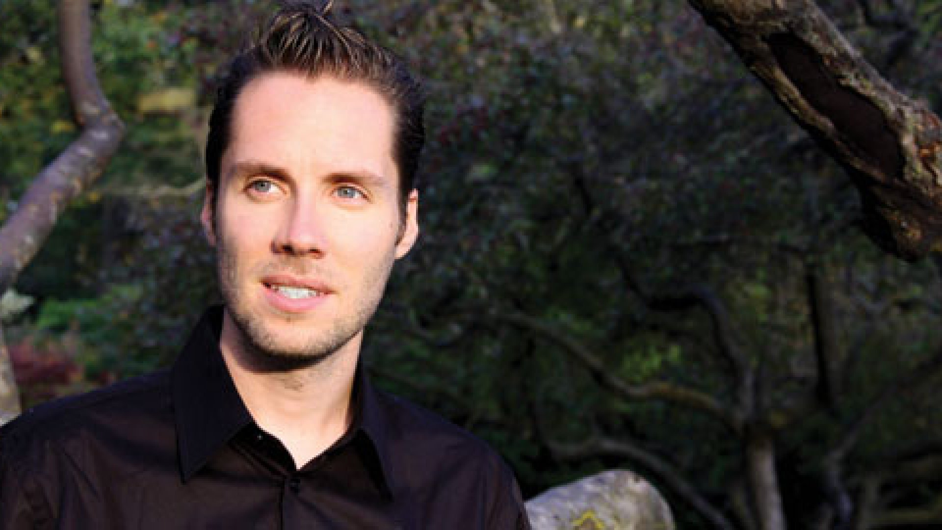 Jeremy Gutsche of TrendHunter.com advocates making your small company look big.