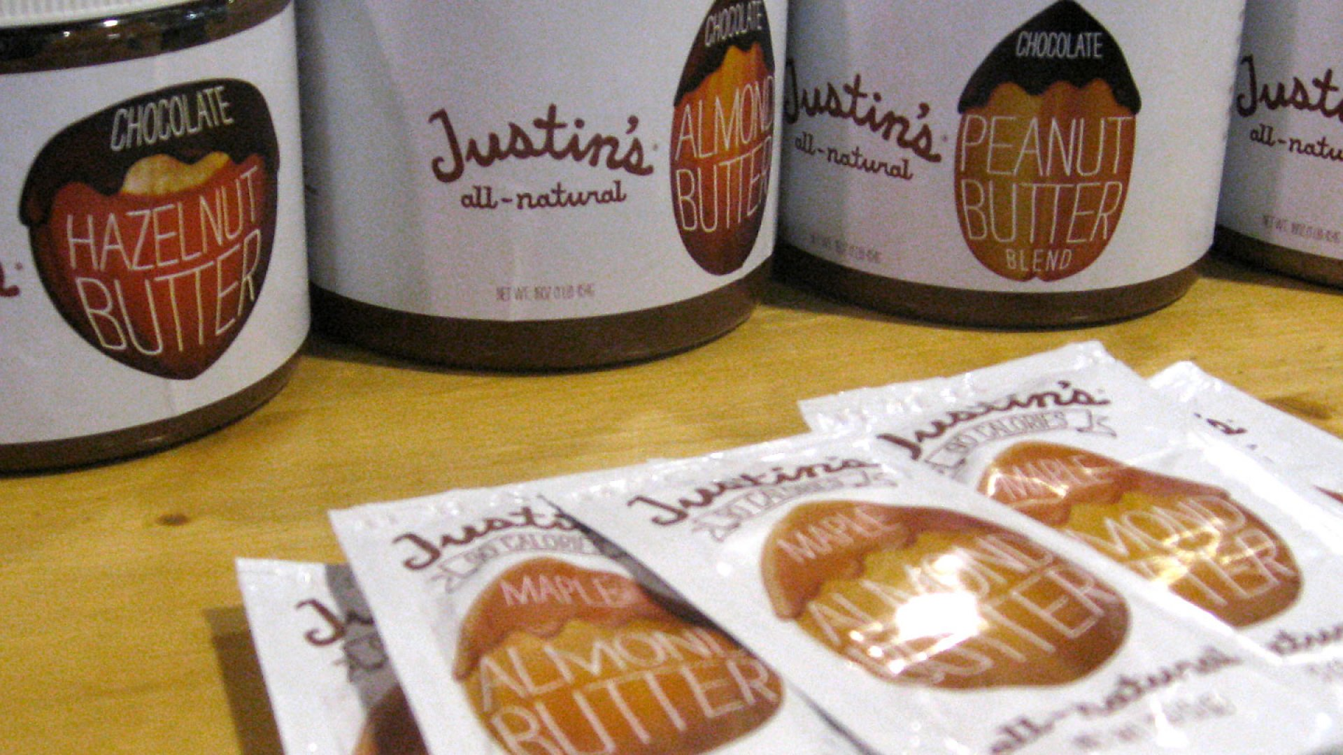 Packets of Justin's nut butter.