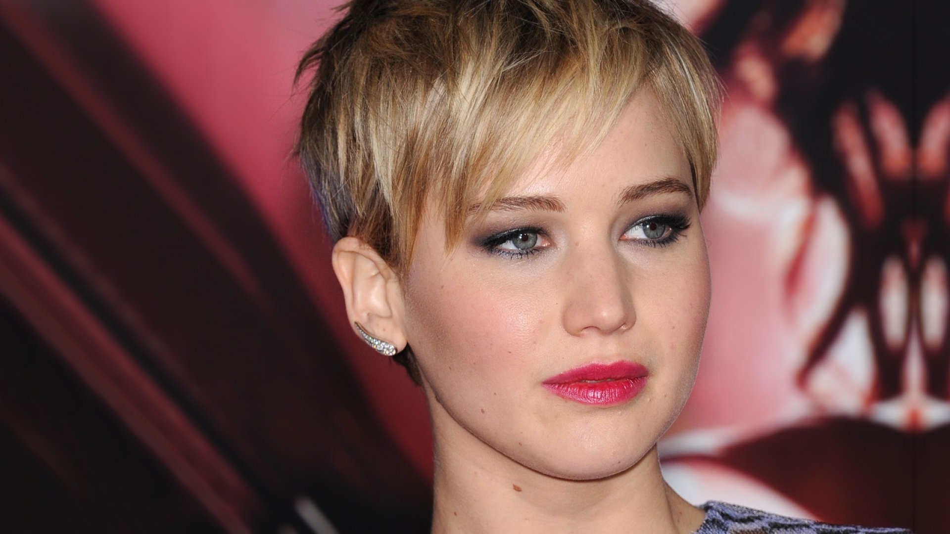 FBI, Apple Trying to Find Source of Nude Celebrity Photo Leaks