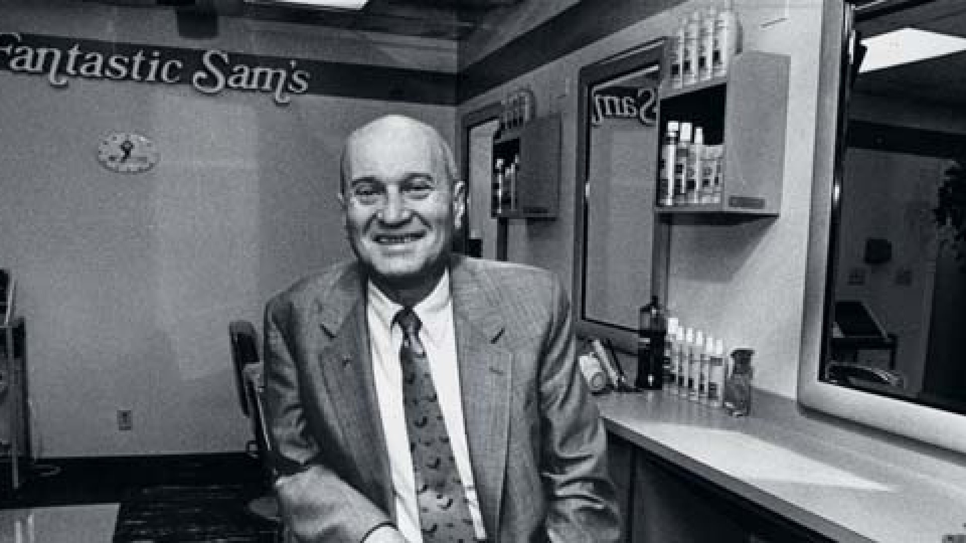 <strong>Get It Right</strong> Sam Ross in a Fantastic Sams training facility in 1990