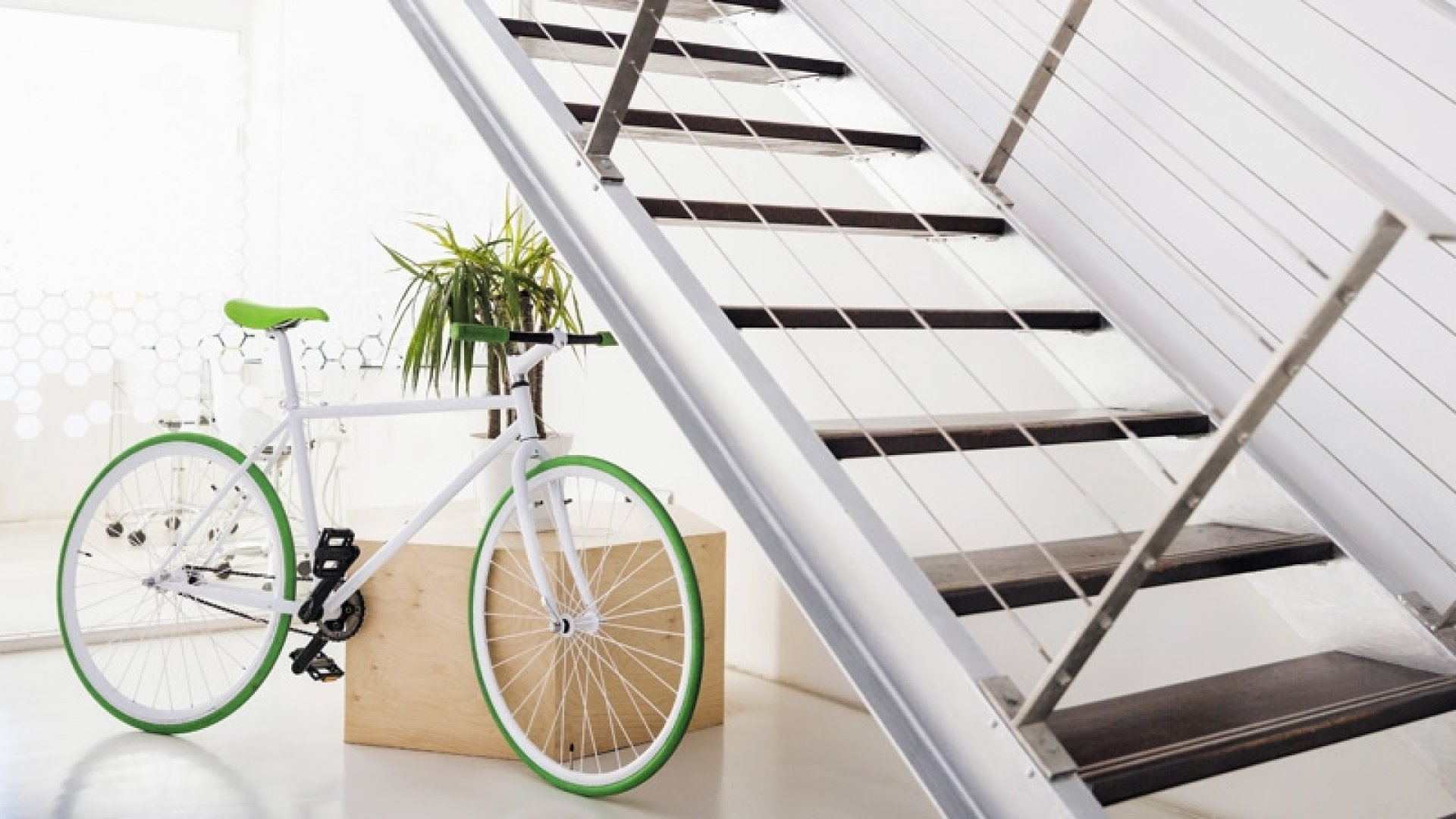 9 Tricks to Design a Cool Office on the Cheap