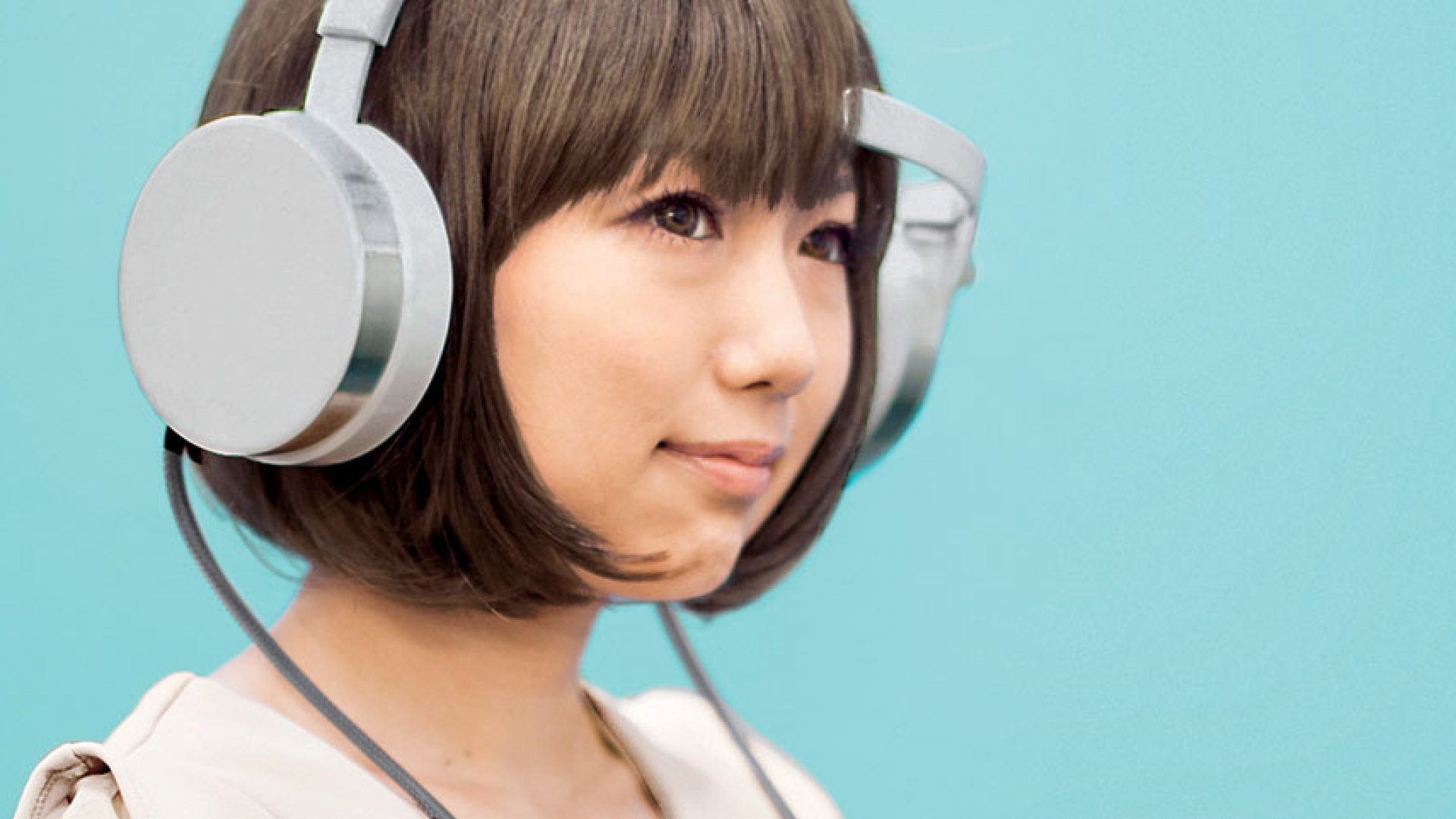 <strong>MICO HEADPHONES</strong> A forehead sensor on the headphones measures the electrical activity in your prefrontal cortex.