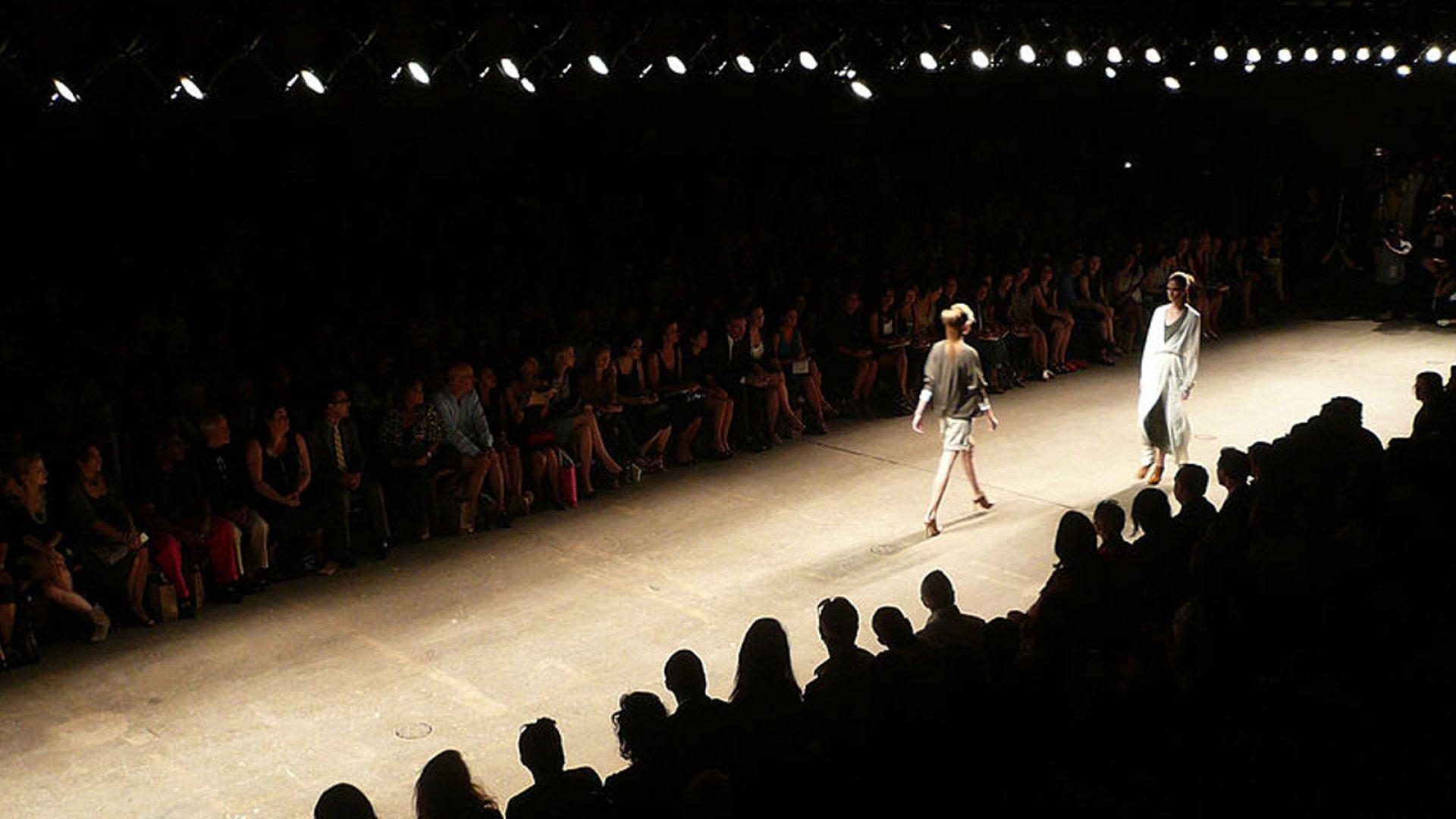 Donna Karan Bows Out As Chief Designer Of Her Company Inc Com
