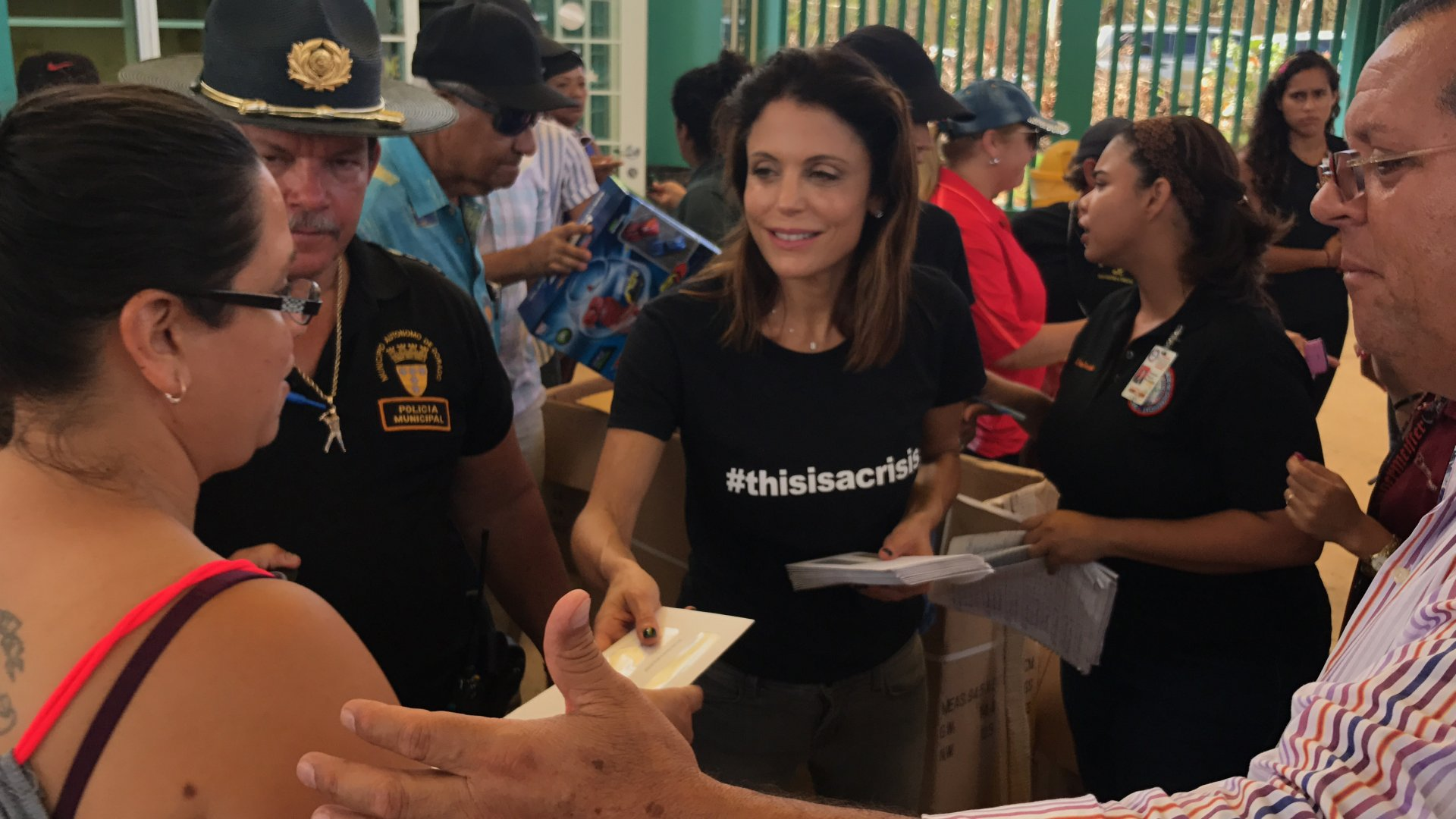 Bethenny Frankel volunteers in Puerto Rico.