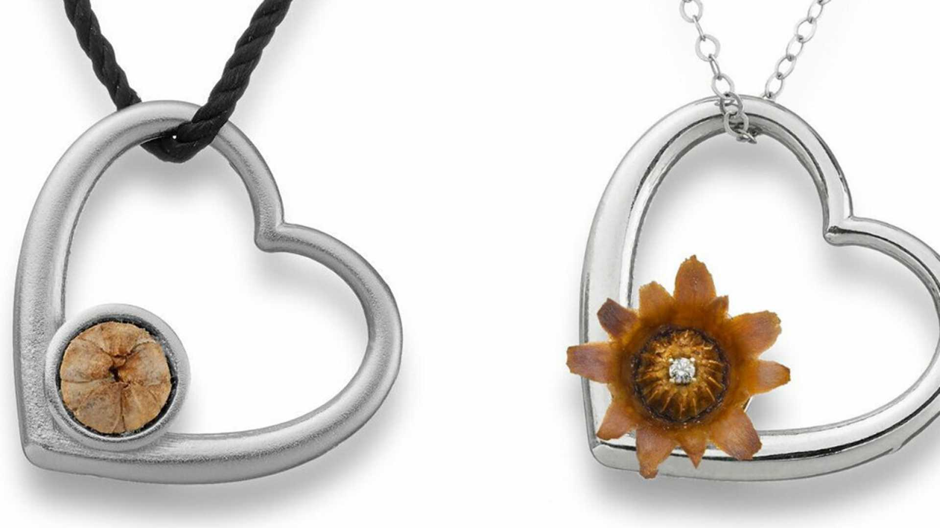The ever re-blooming flower necklace.