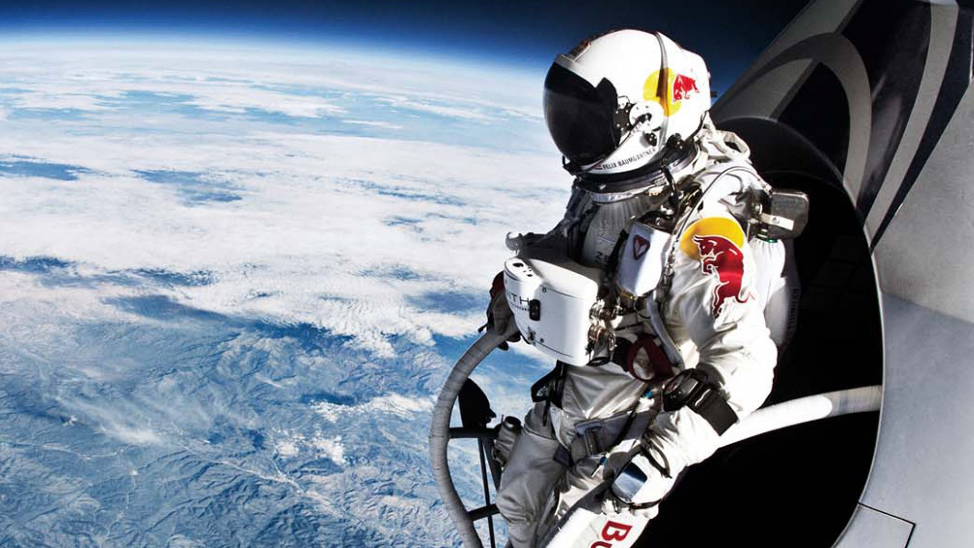 <b>RECORD BREAKER</b>