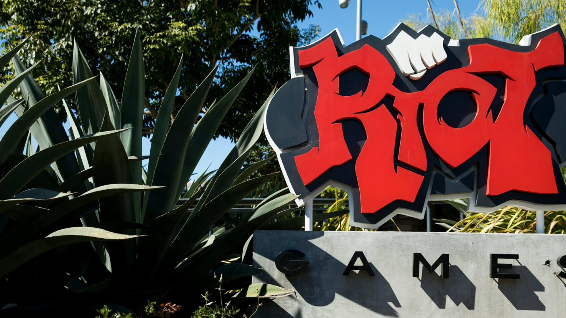 Over 150 Riot Games Employees Walked Out to Protest Forced Arbitration and Sexist Culture