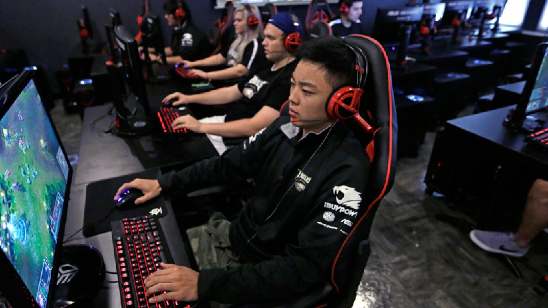 University Gives Athletic Scholarships--for Video Games