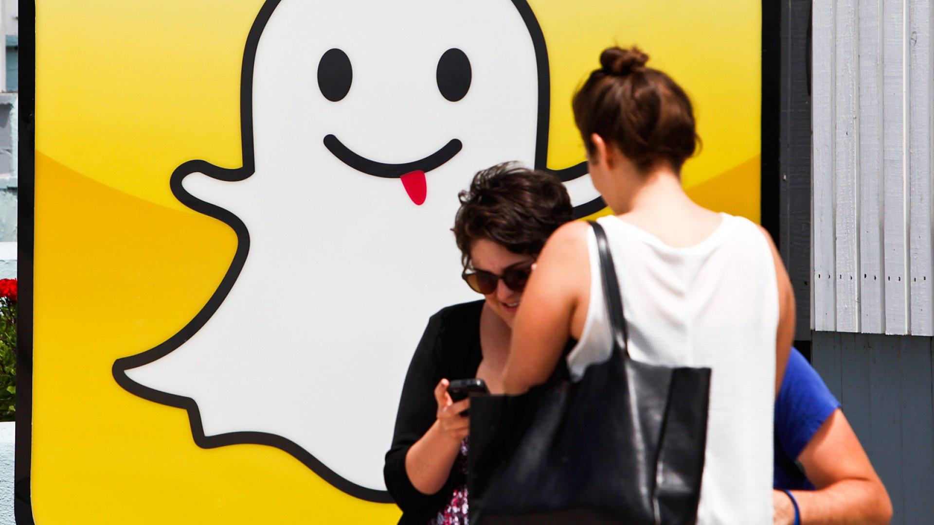 3 Snapchat Accounts That Will Teach You More Than a Stanford MBA