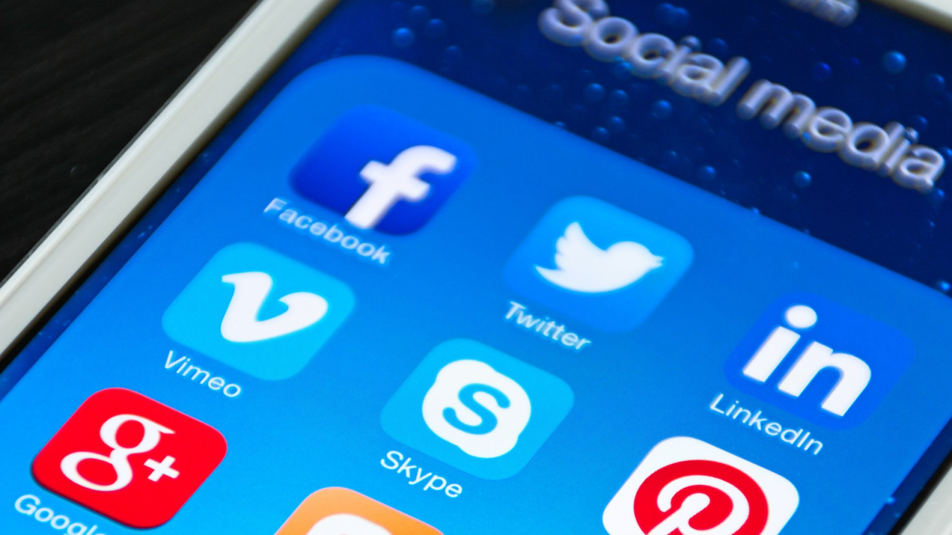 Will a Startup Force Facebook or Twitter to Pay You for Posts?