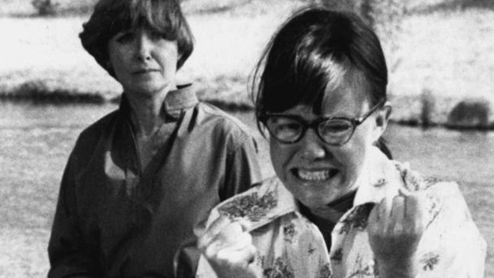 Sally Field & Joanne Woodward in Sybil (1976).