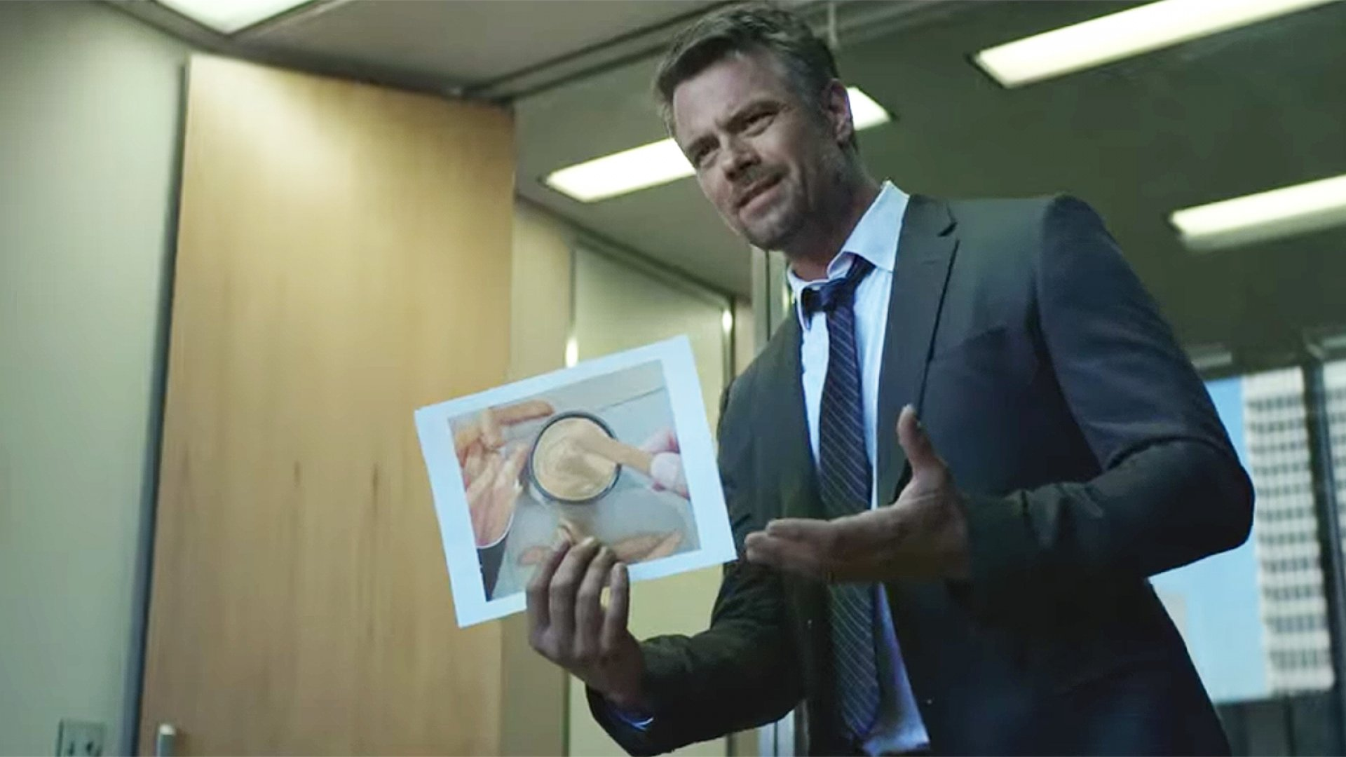 """Actor Josh Duhamel in Taco Bell's new ad """"Web of Fries."""""""