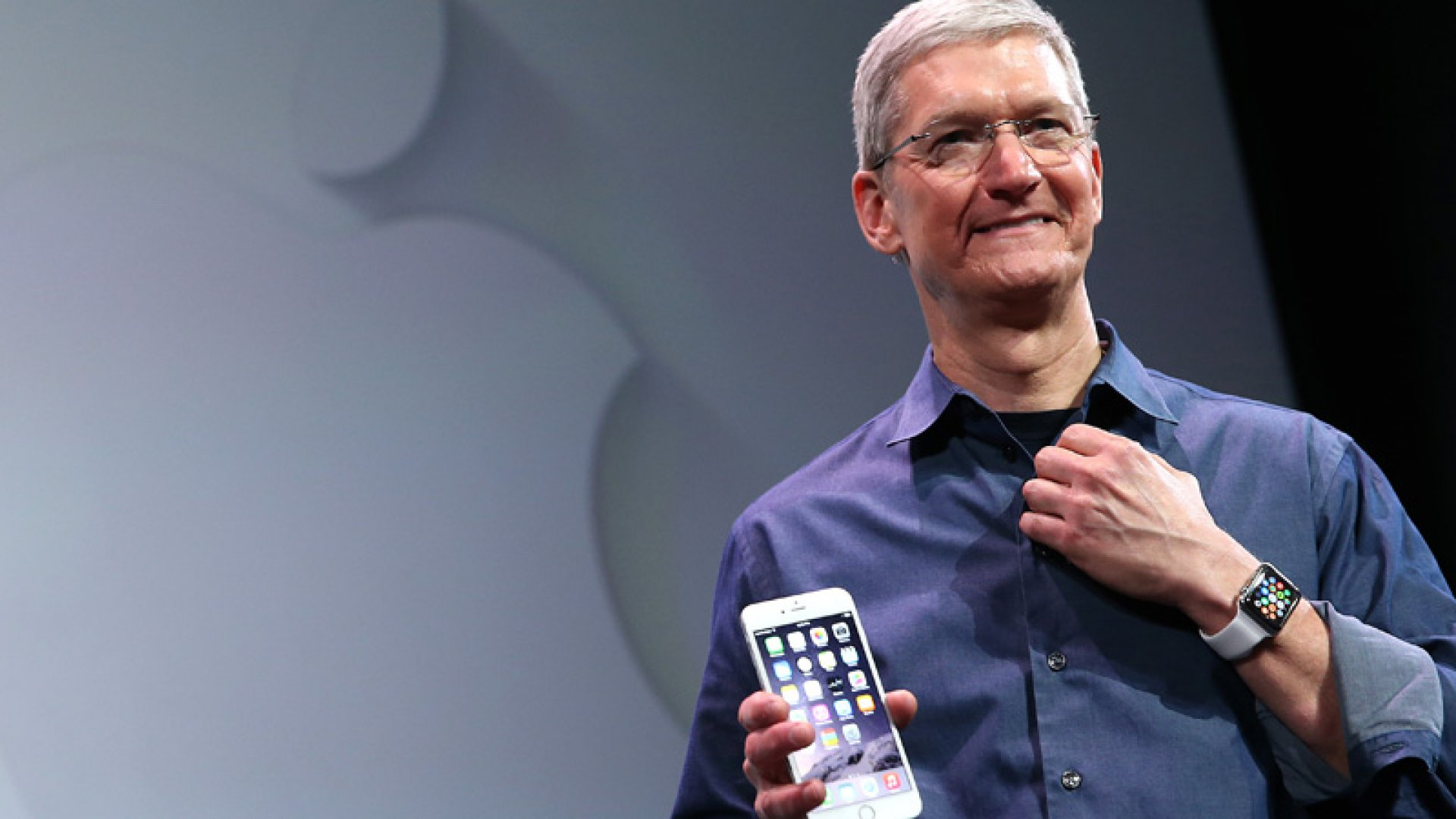 Why Apple CEO Tim Cook Makes $64 Million Less Than the Company's Retail Boss