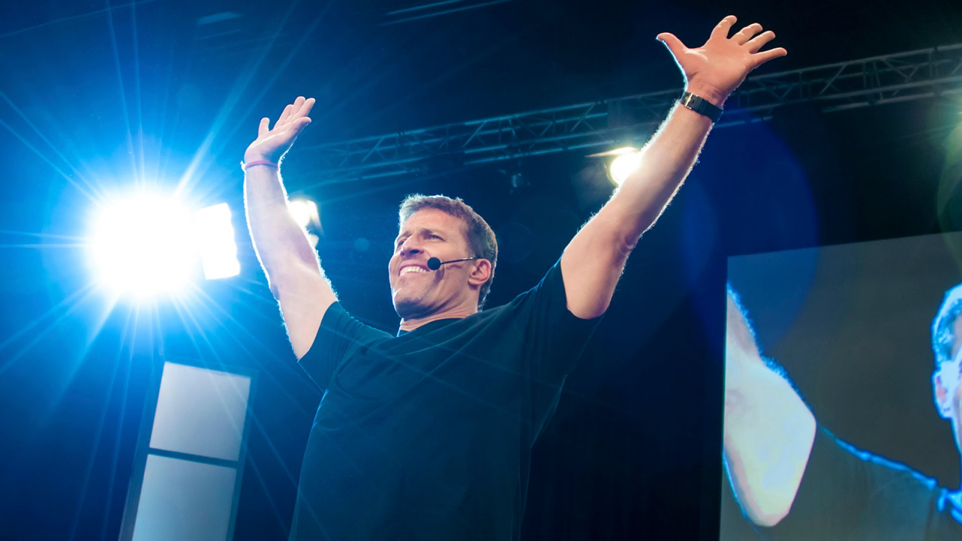 This $5,000 Tony Robbins Seminar Is Free on Netflix
