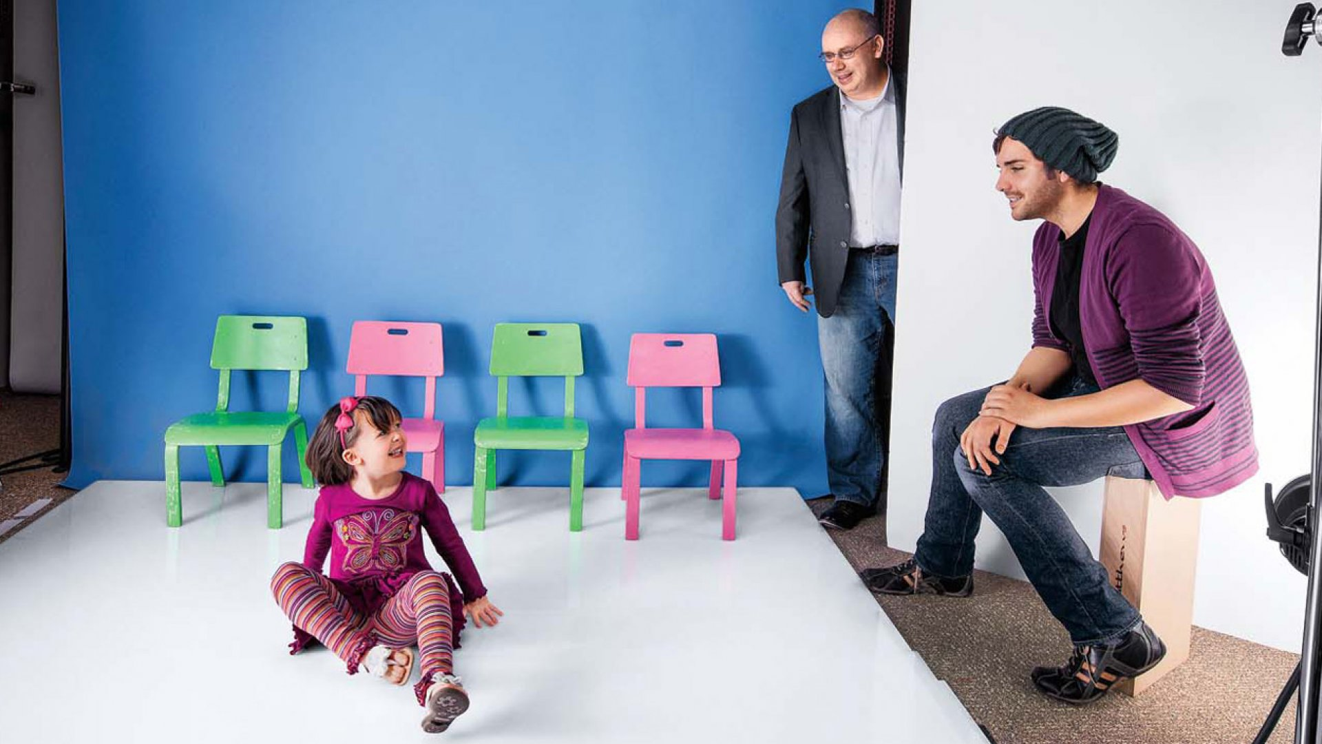 <b>You Look Fabulous: </b>Darrell Cavens (center) drops in on a shoot at one of Zulily's 35 photo studios.