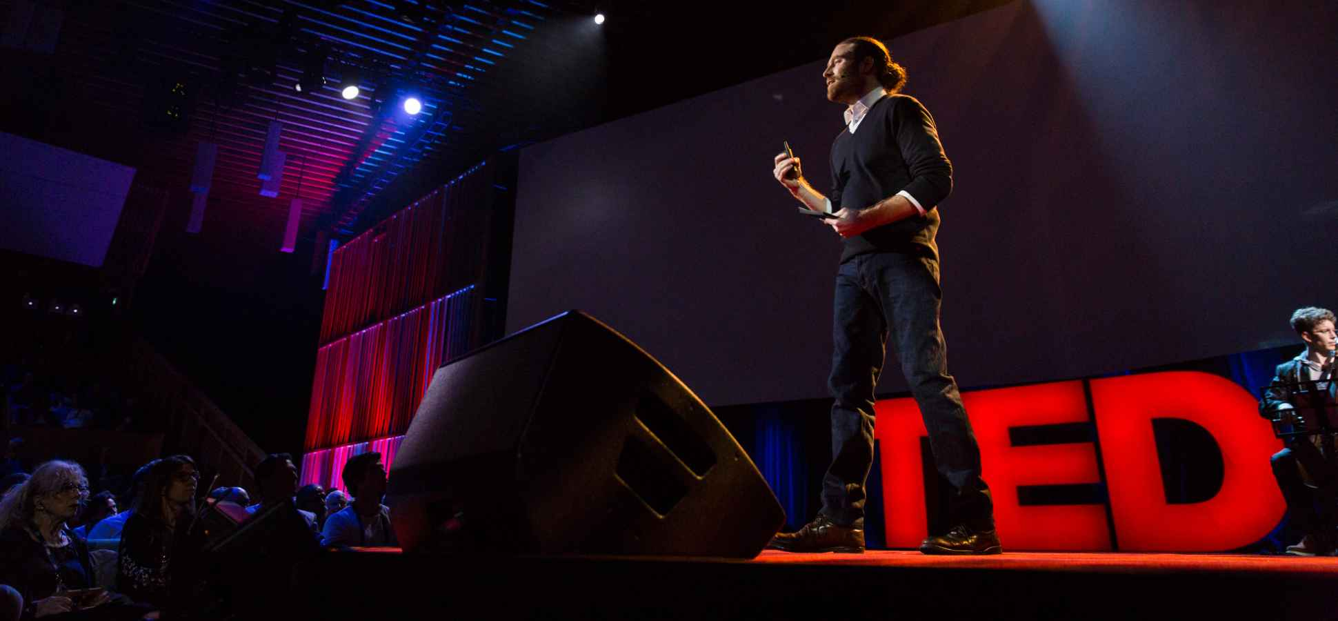 TED Curator: Here's How You Should Start and End a Talk