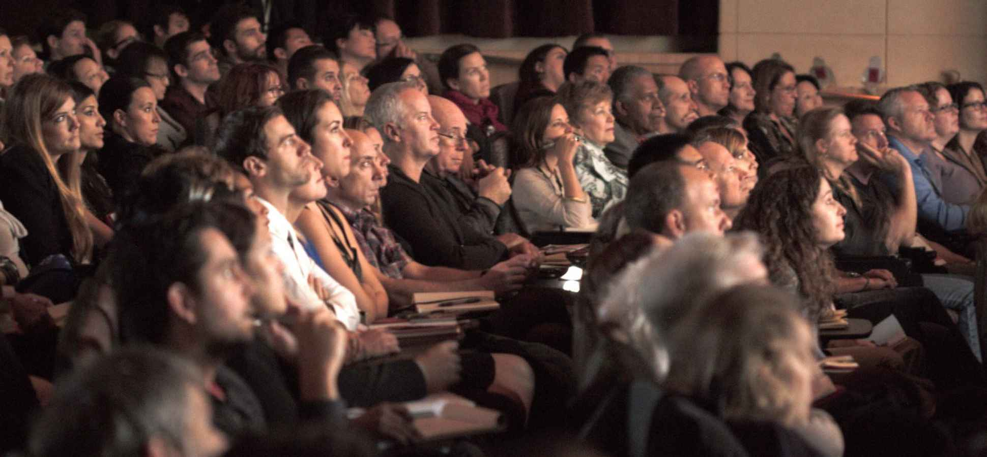 10 Ways Great Speakers Capture People's Attention