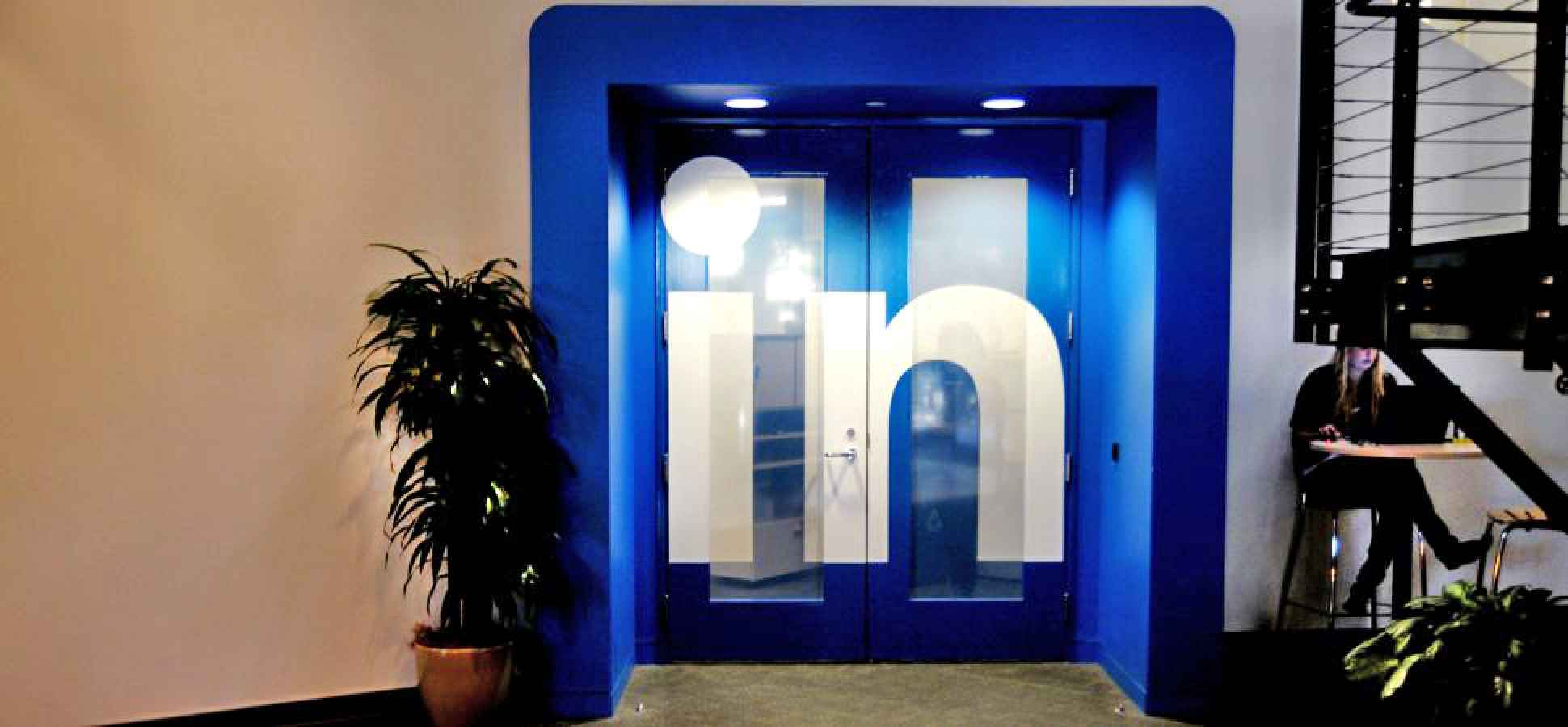 Why You Should Connect With Strangers on LinkedIn