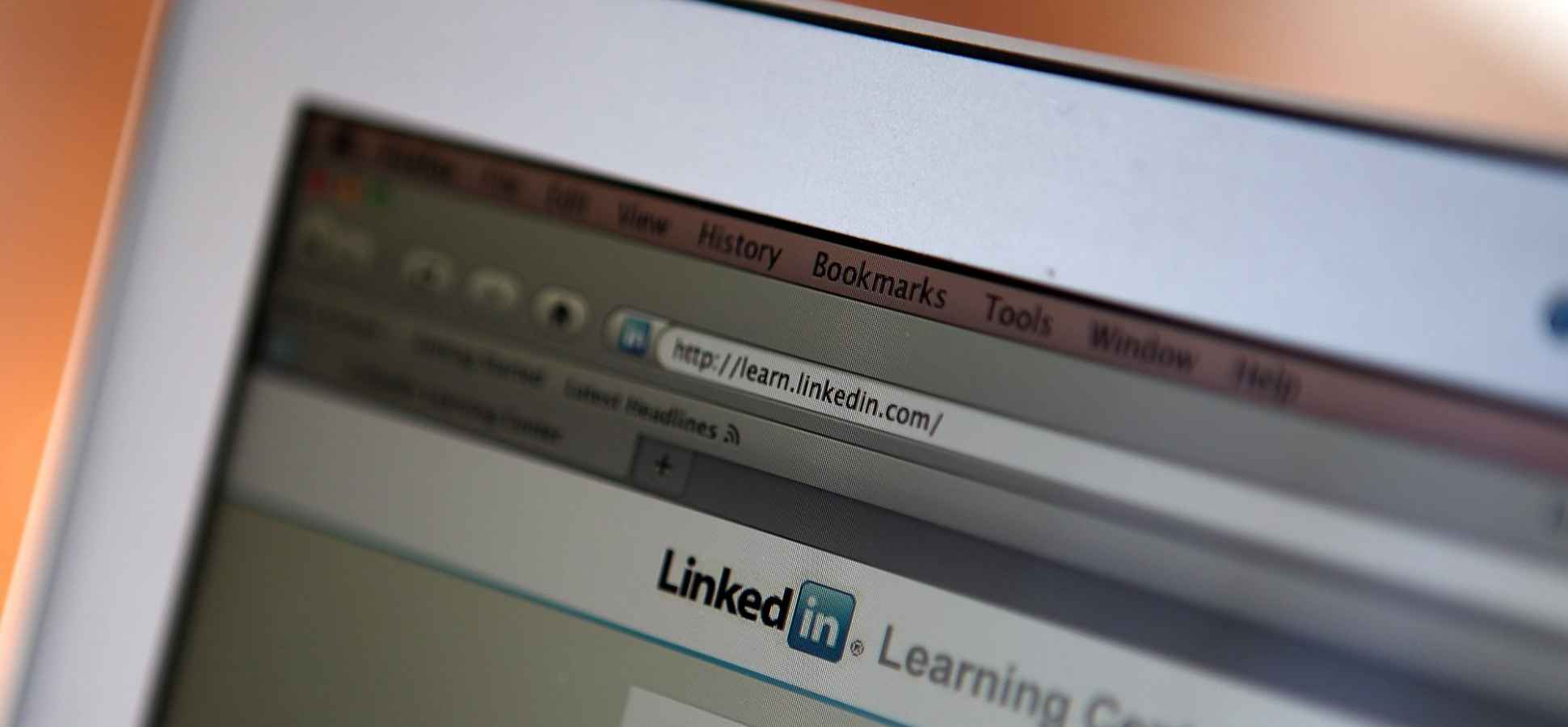 4 Easy Ways to Improve Your LinkedIn Headline