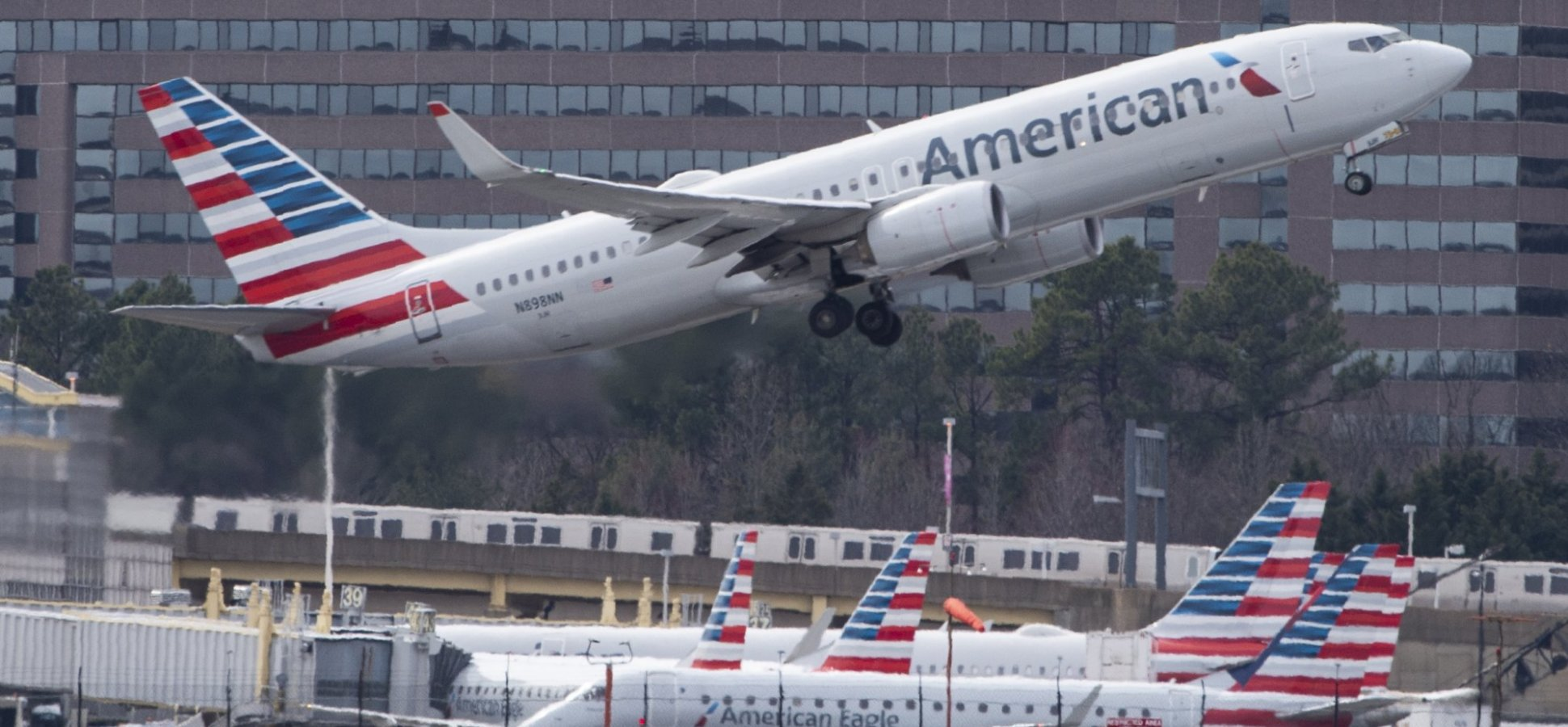 The CEO of American Airlines Just Made an Incredible Announcement, and People Have No Idea What to Think. (Is This Insane or Brilliant?)