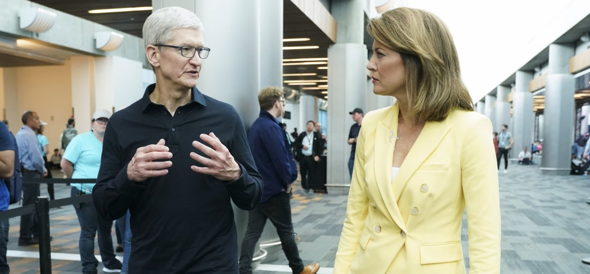 Tim Cook Uses These 5 Words to Take Control of Any Conversation