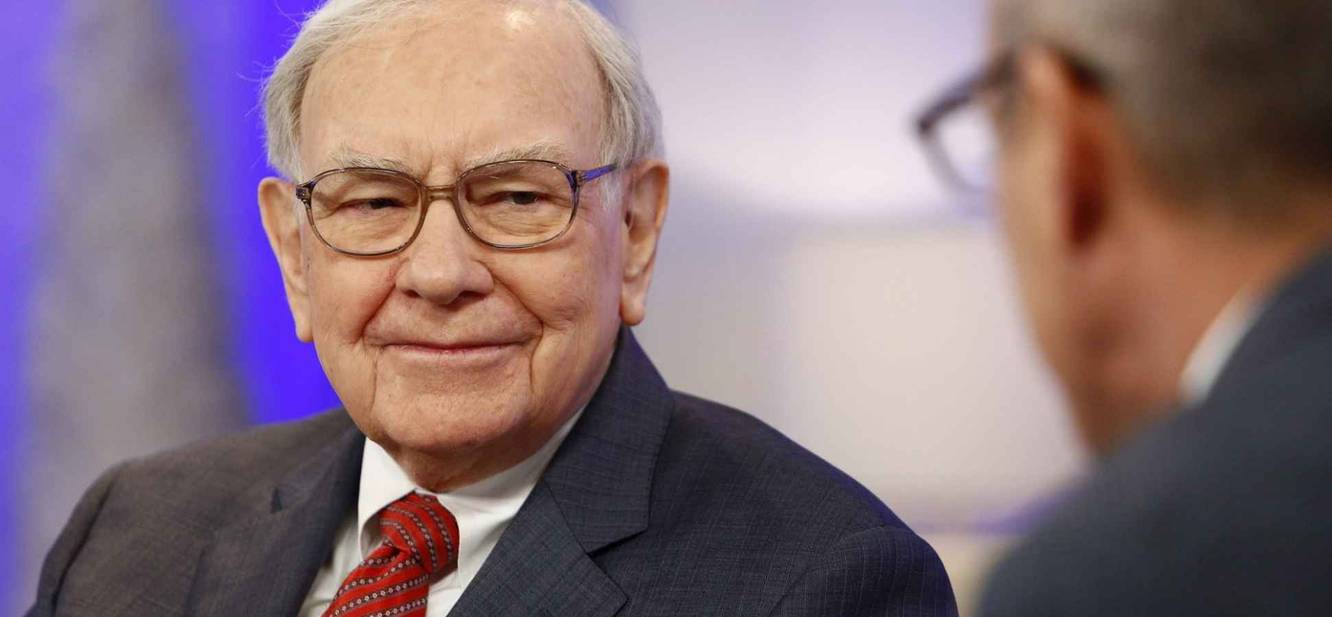 8 Books Warren Buffett Tells Millionaires to Read