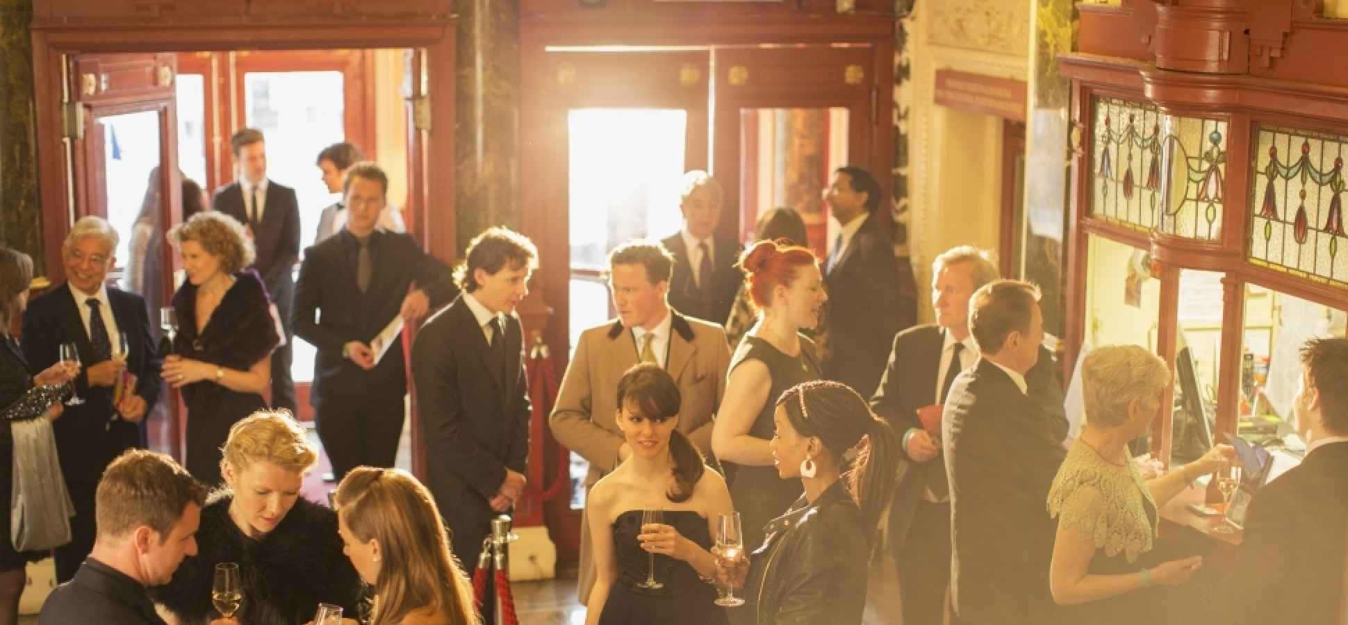 4 Tips for Hosting a Champagne Event on a Beer Budget