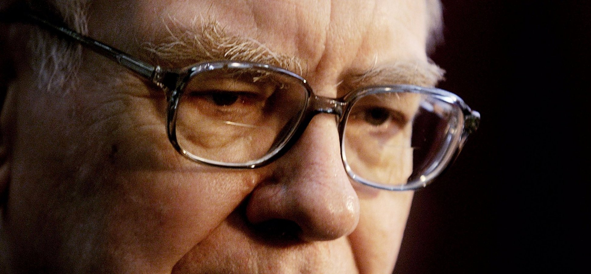 How Warren Buffett Keeps His Cool When Everyone Else Loses Theirs