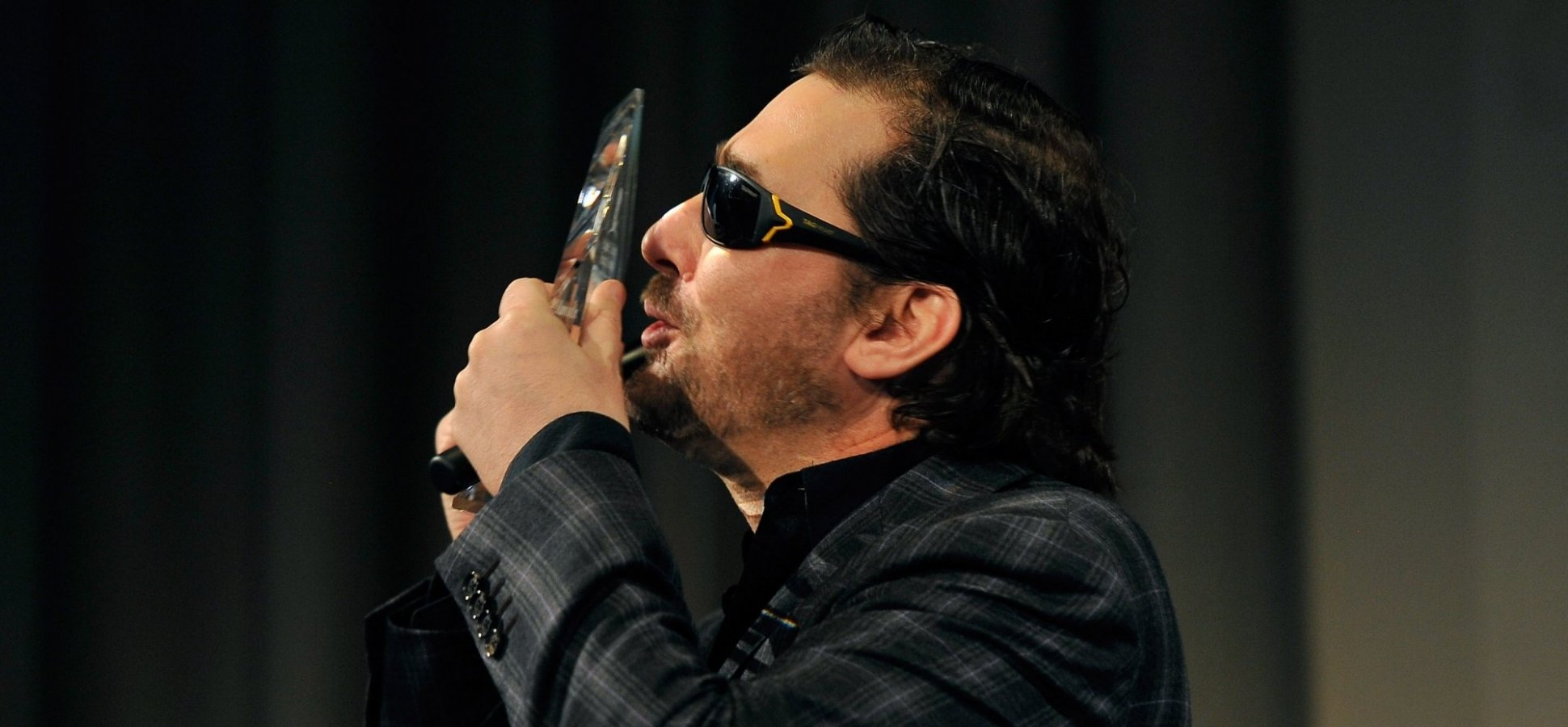 How Poker Champion Phil Hellmuth Controls His Emotions to Make Smart Decisions
