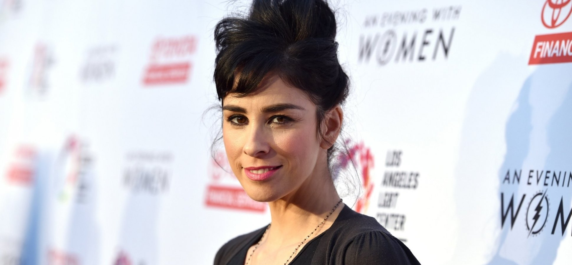Sarah Silverman's Compassionate Response to a Hateful Tweet Is a Master Class in Emotional Intelligence