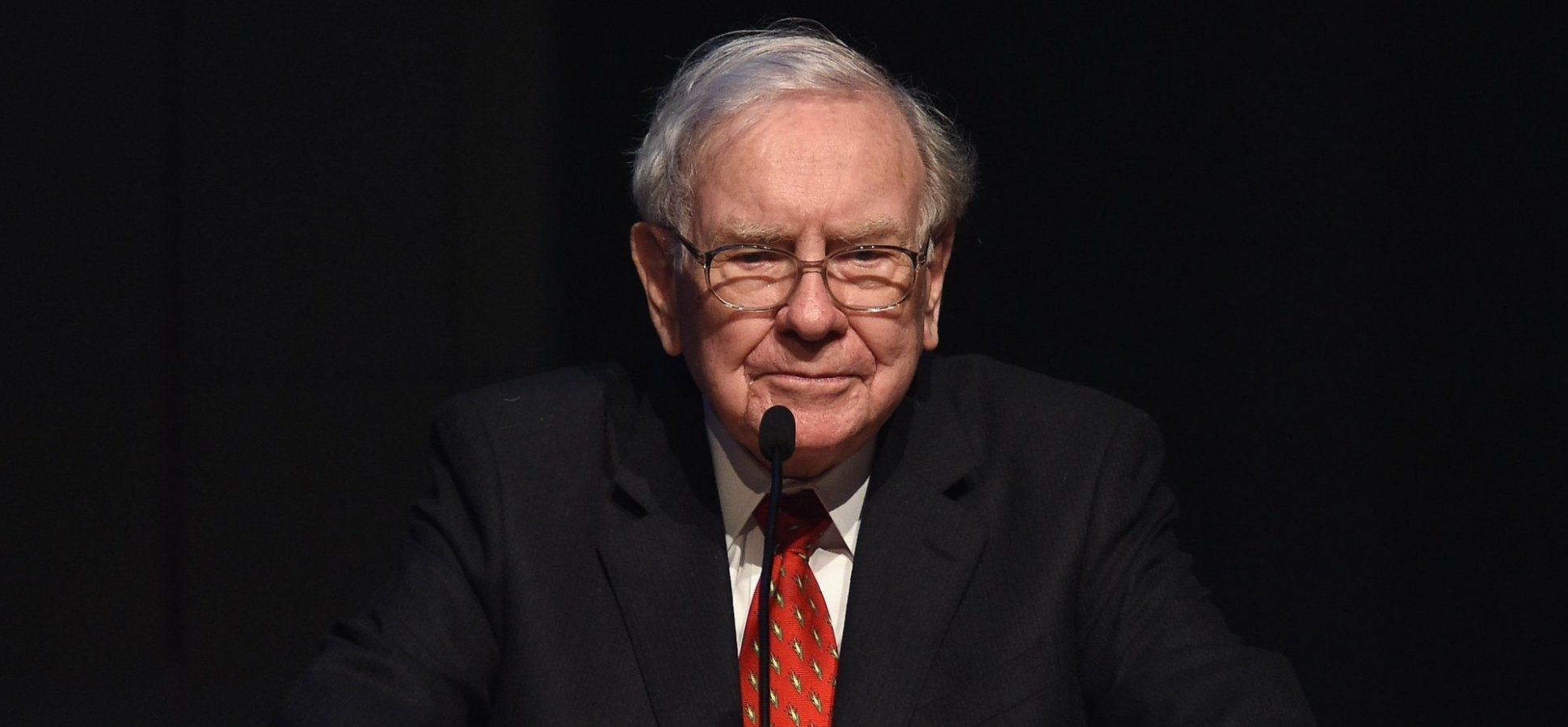 Warren Buffett Says Improving This 1 Simple Skill Will Separate You From Everyone Else (and Increase Your Worth)