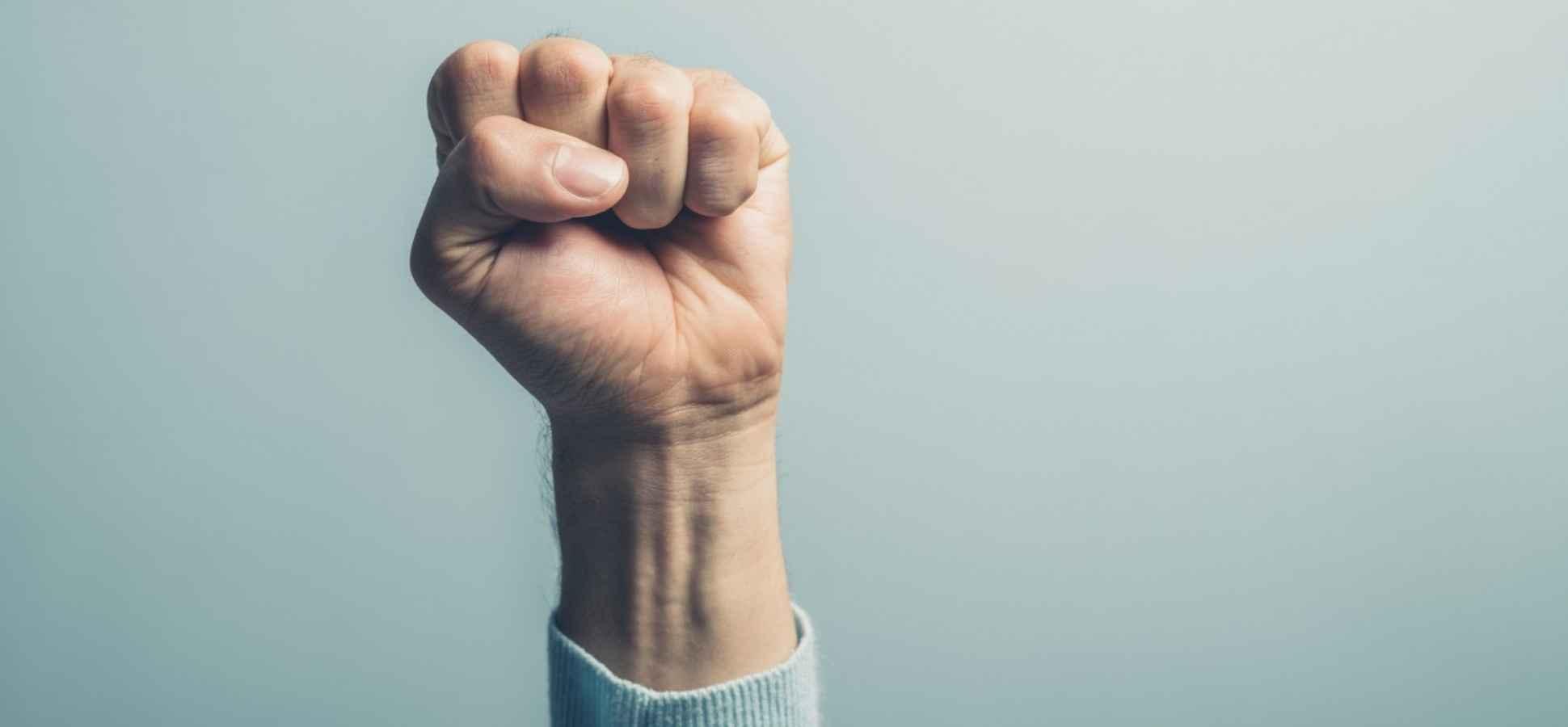 3 Body-Language Tricks That Make You Look Powerful