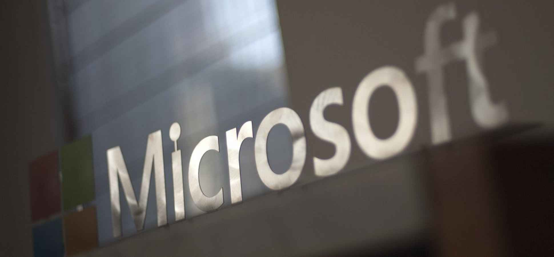 Taking a Look at Microsoft's Hologram Device