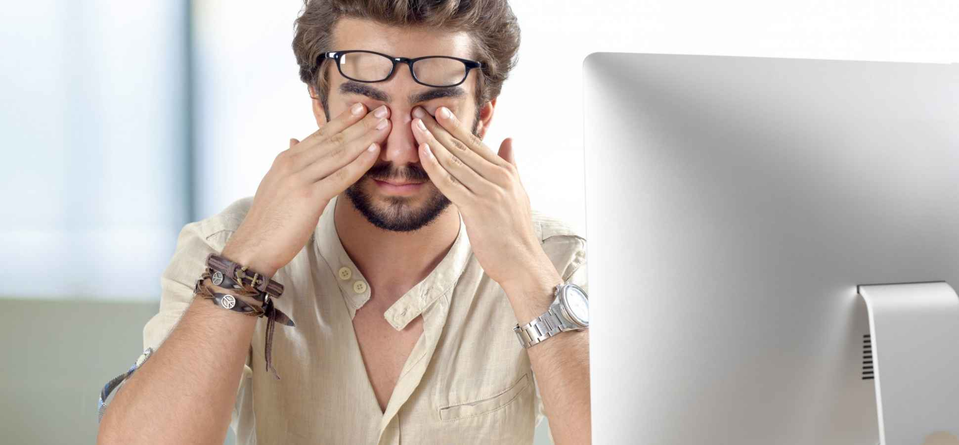 4 Ways to Protect Your Eyes If You Stare at Screens All Day