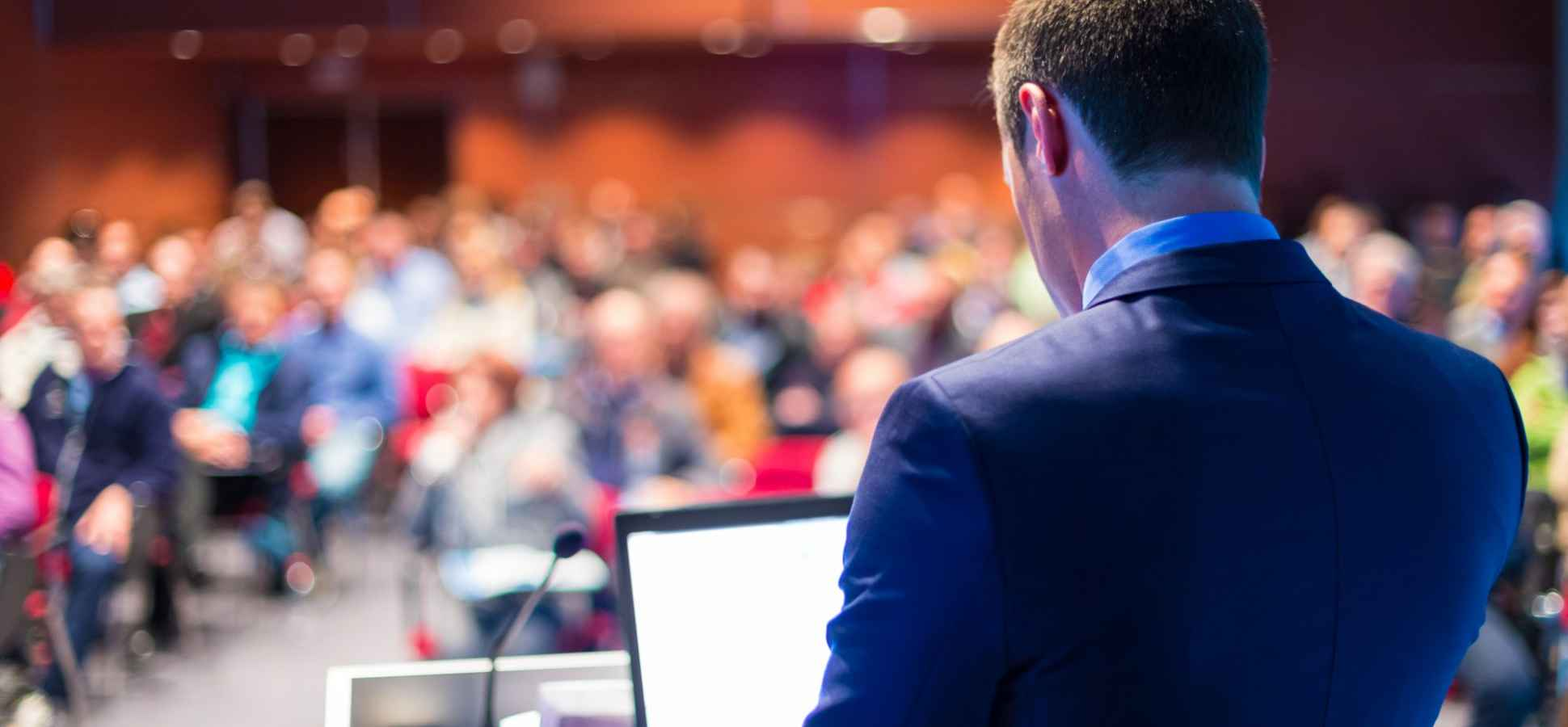The Surprising Thing You Shouldn't Do When Giving a Presentation (Even Though Everyone Says the Opposite)