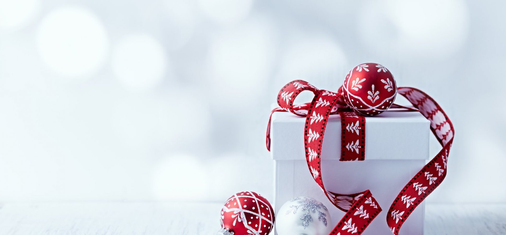 Should I Get My Boss a Holiday Gift?   Inc.com