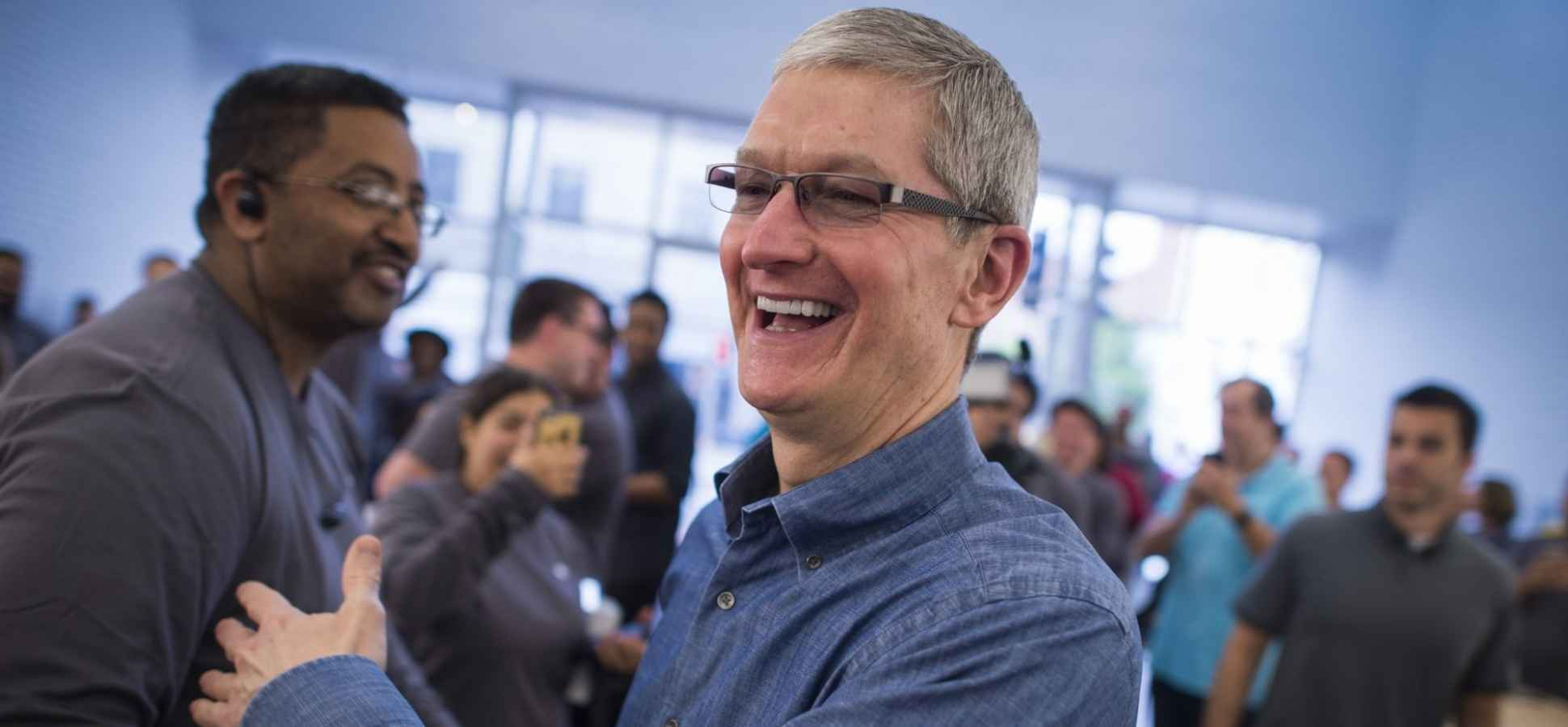 Apple CEO Tim Cook's Email to Employees Displays His Brilliant Leadership IQ on Hurricane Harvey Crisis Management